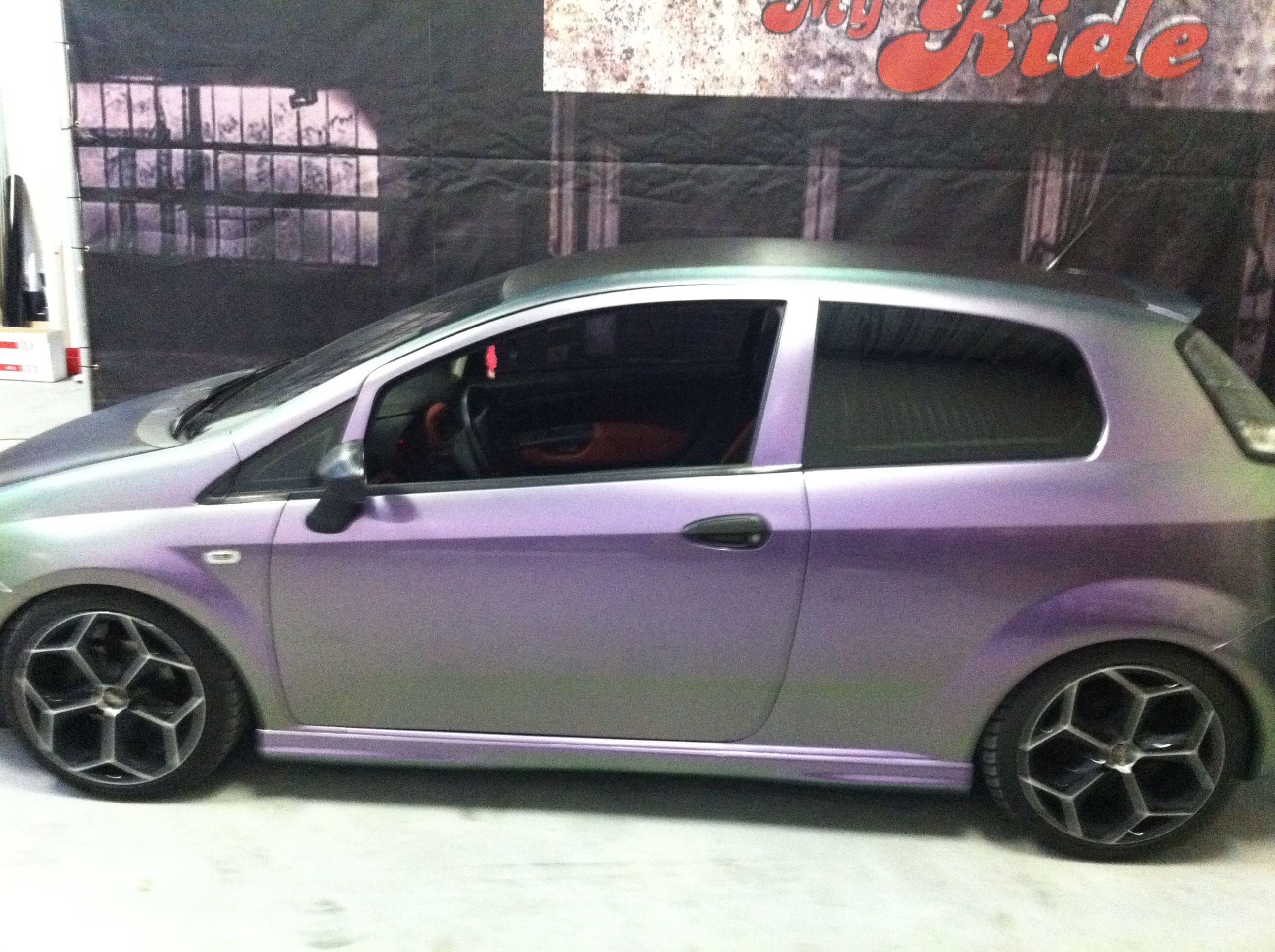 Fiat Grande Punto in een Chameleon Color Wrap, Carwrapping door Wrapmyride.nu Foto-nr:5753, ©2020