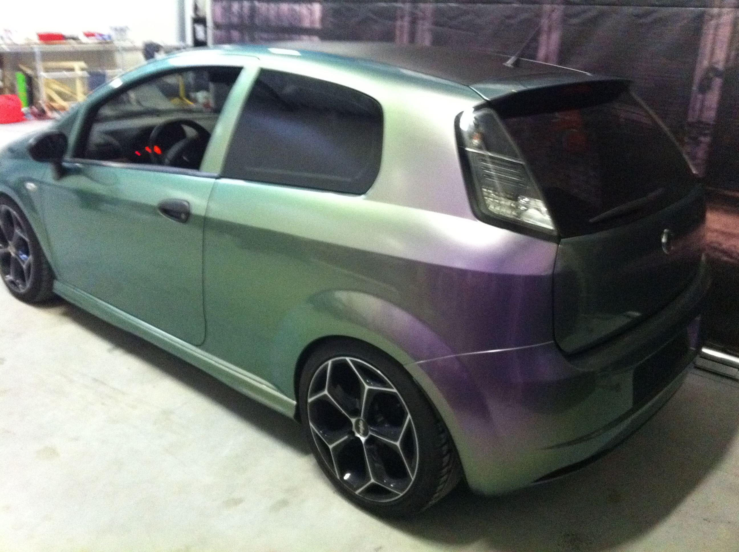 Fiat Grande Punto in een Chameleon Color Wrap, Carwrapping door Wrapmyride.nu Foto-nr:5754, ©2020