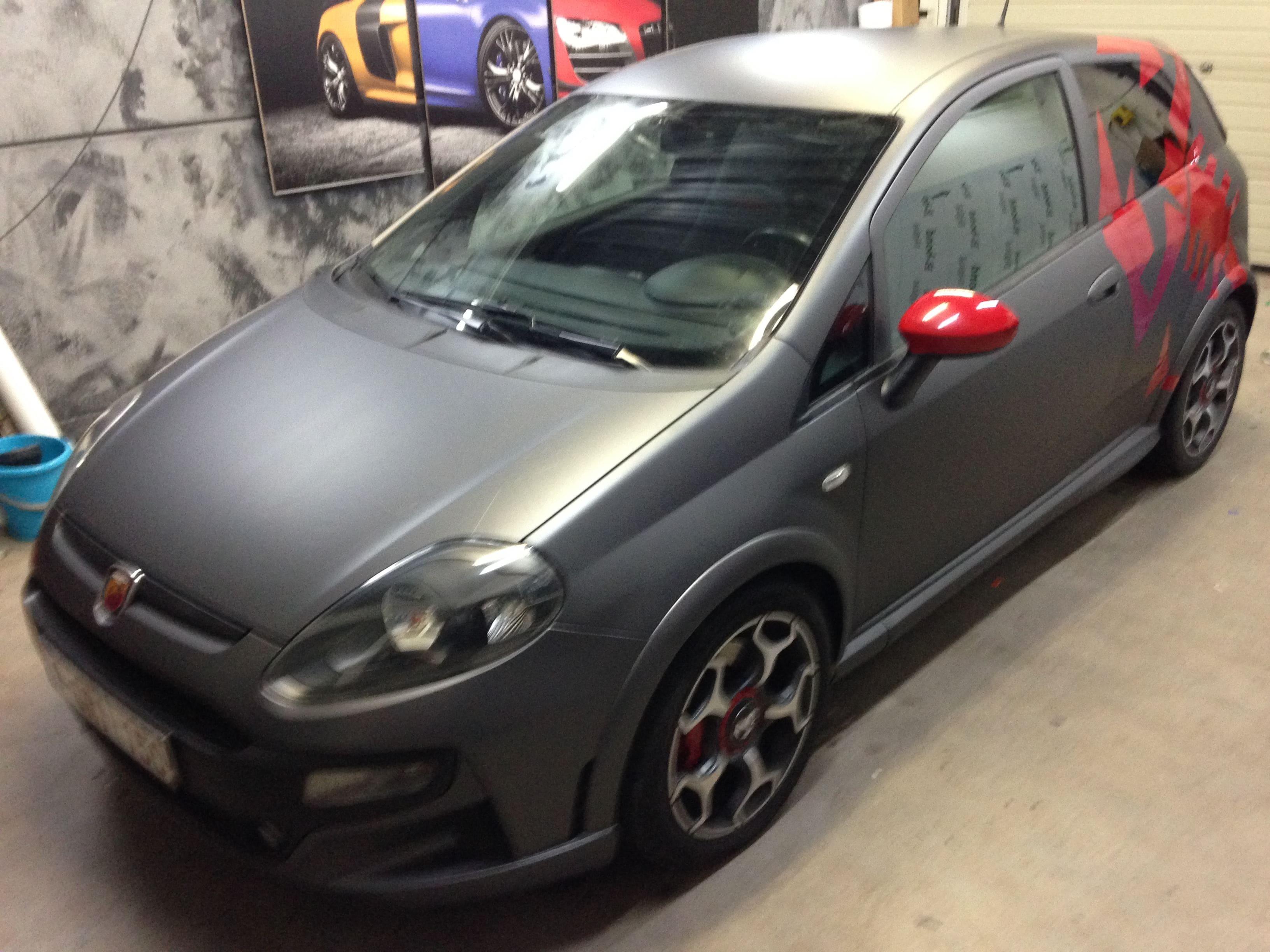 Fiat Punto Abarth met een Gunpowder Wrap, Carwrapping door Wrapmyride.nu Foto-nr:5766, ©2020