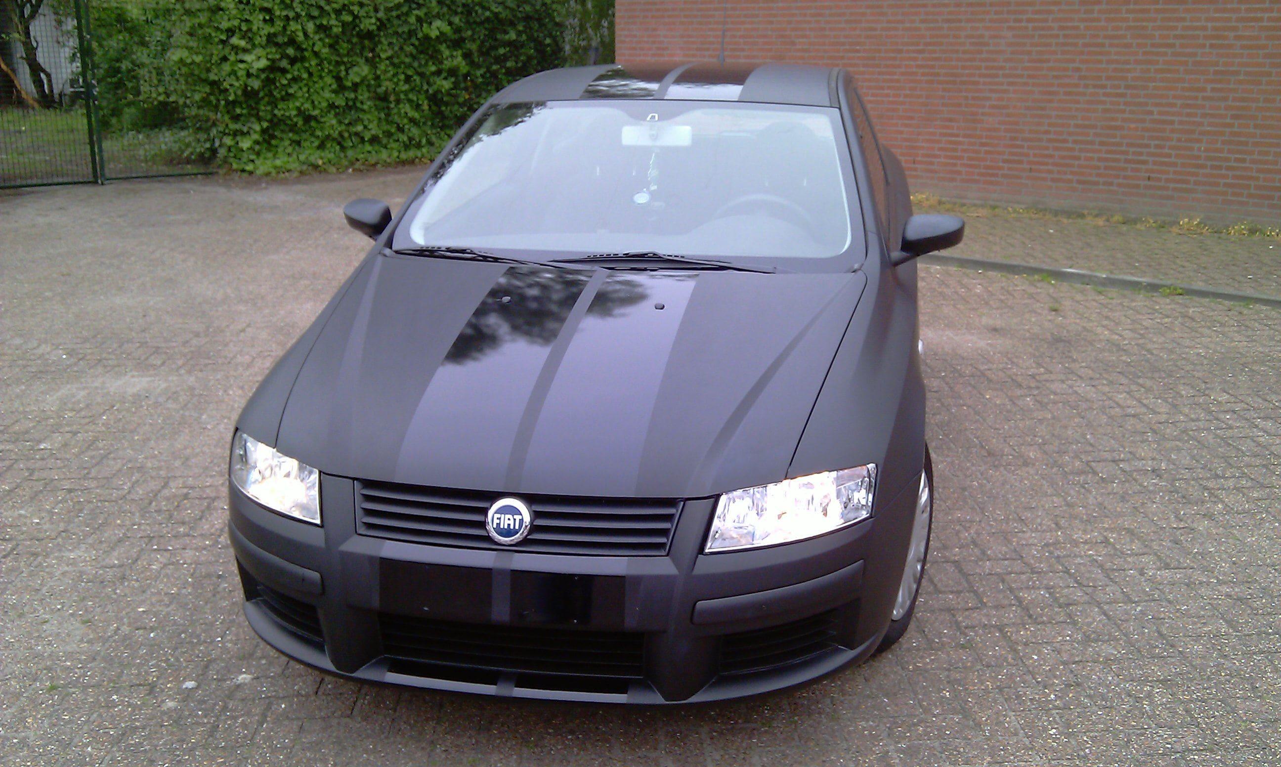 Fiat Stylo met Mat Zwarte Wrap en Glossy zwarte Striping, Carwrapping door Wrapmyride.nu Foto-nr:5778, ©2021