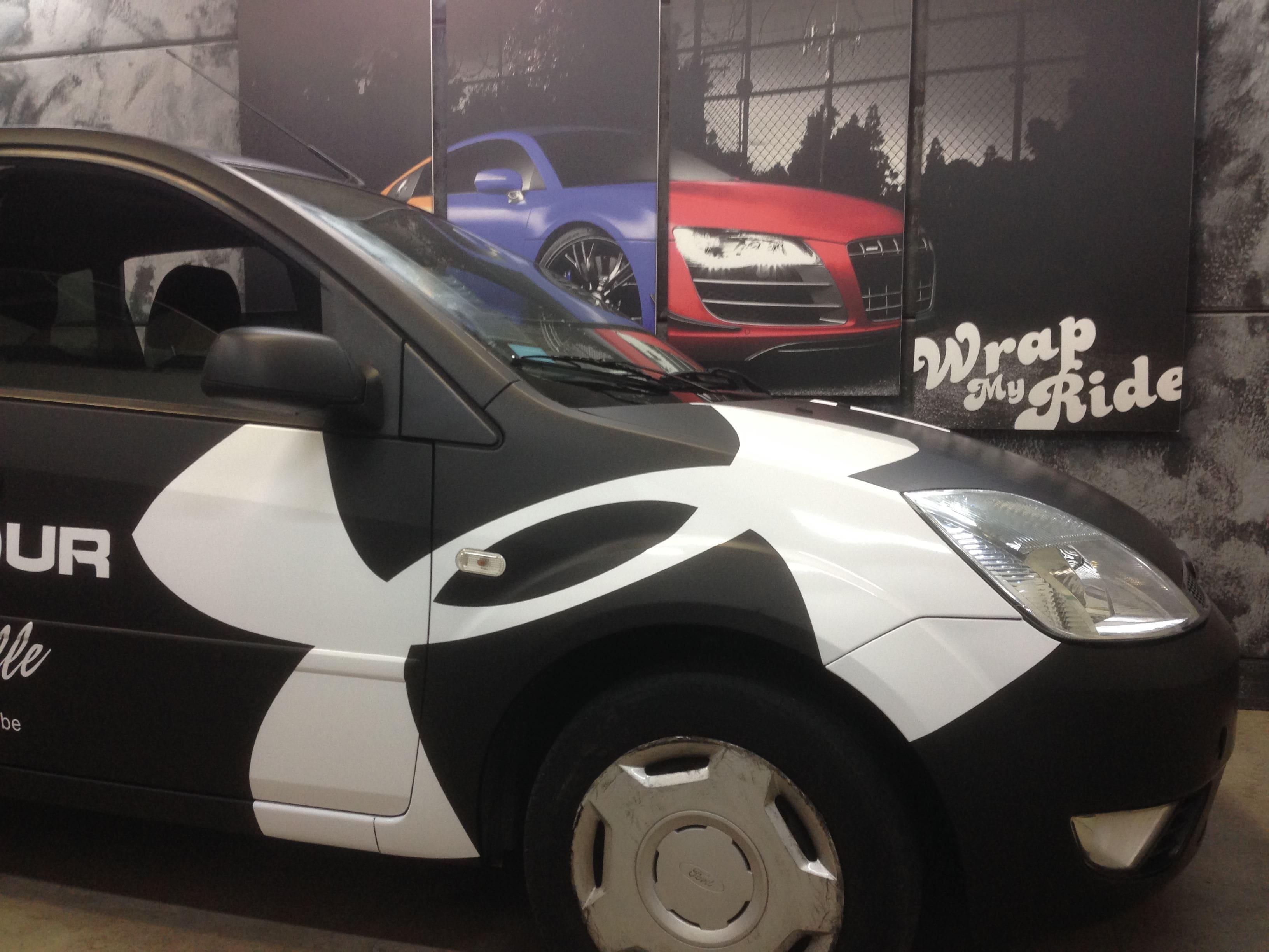 Ford Fiësta met Zwarte Wrap voor Under Armour, Carwrapping door Wrapmyride.nu Foto-nr:5781, ©2020