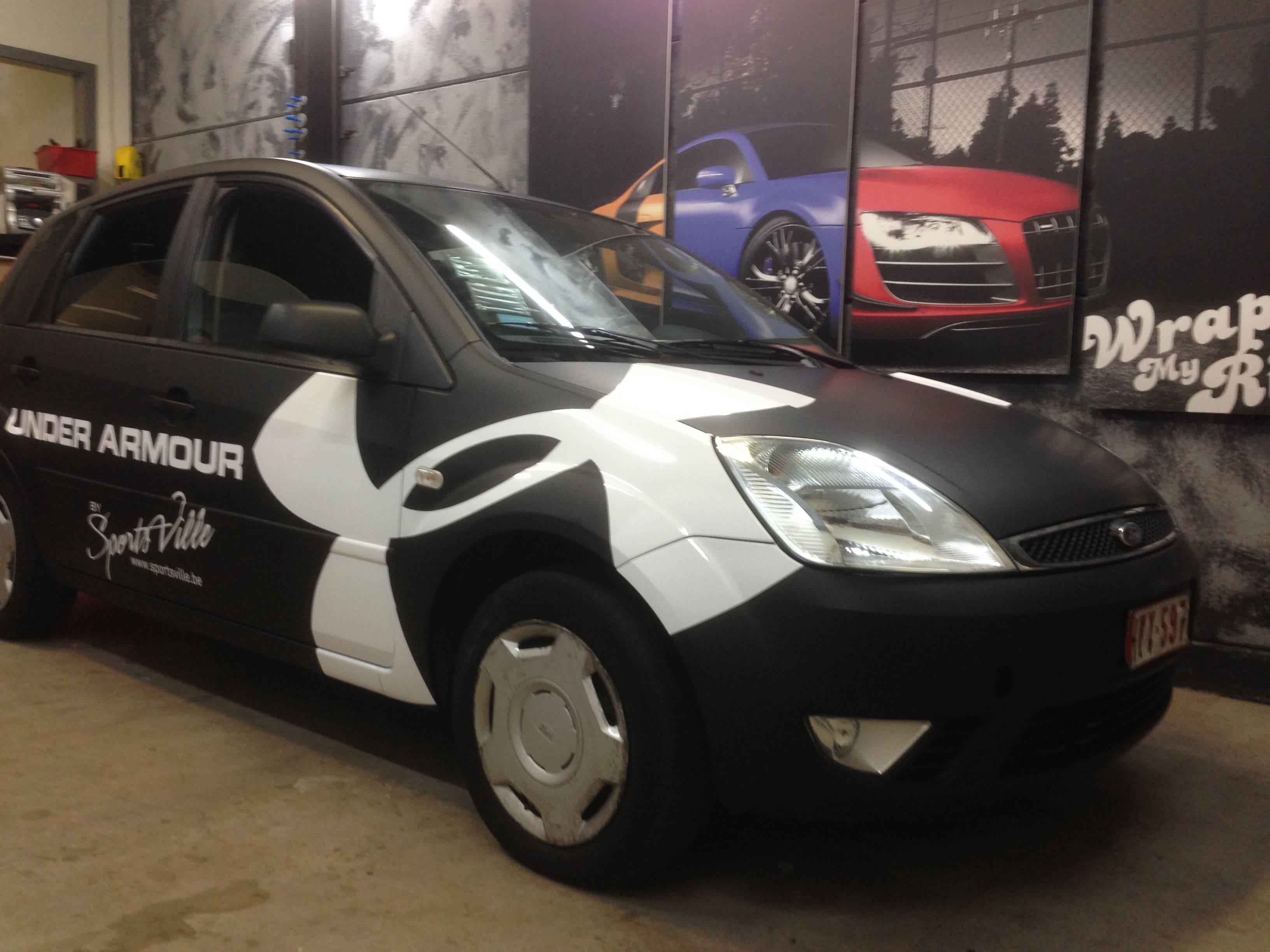 Ford Fiësta met Zwarte Wrap voor Under Armour, Carwrapping door Wrapmyride.nu Foto-nr:5782, ©2020