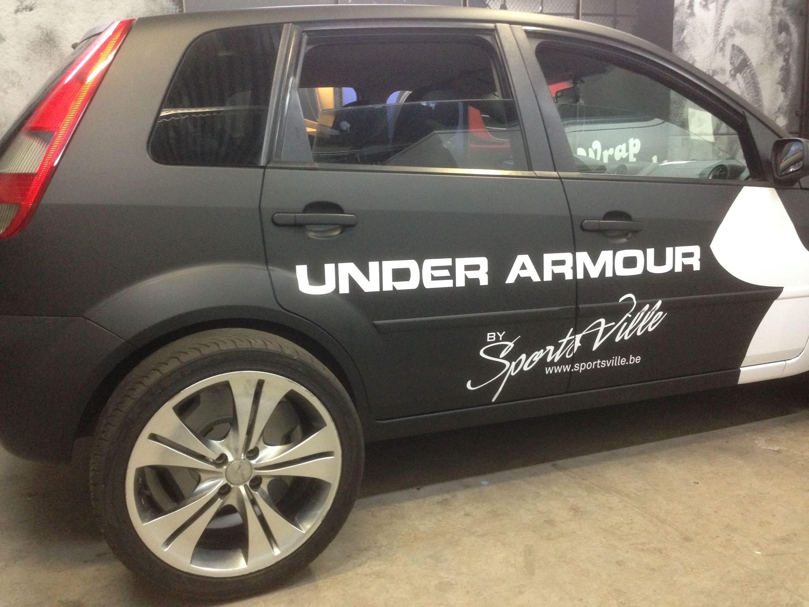 Ford Fiësta met Zwarte Wrap voor Under Armour, Carwrapping door Wrapmyride.nu Foto-nr:5784, ©2020