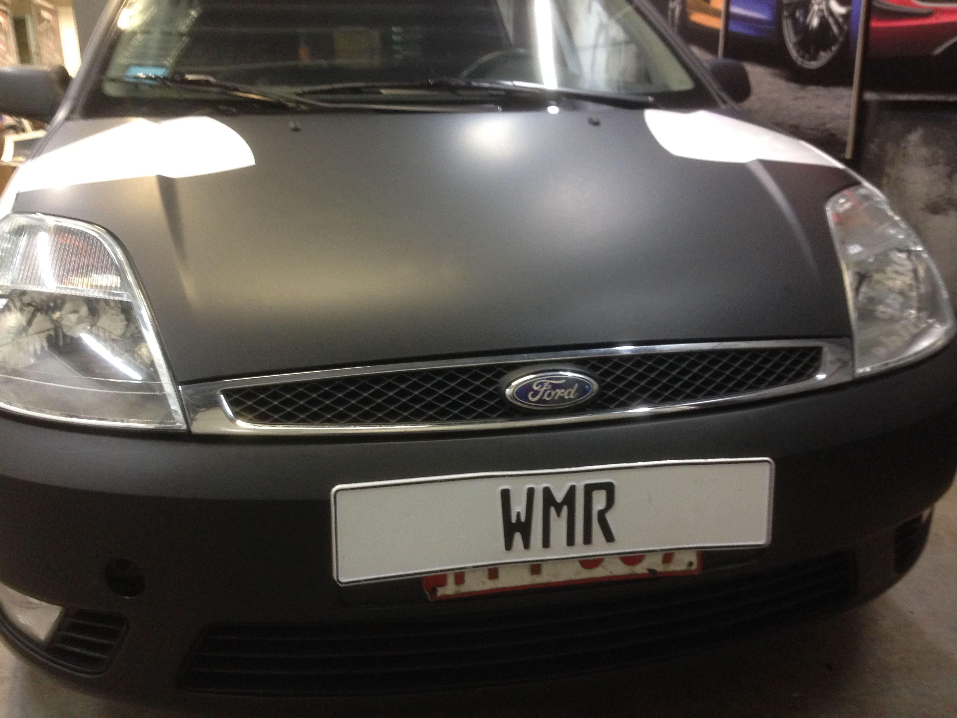 Ford Fiësta met Zwarte Wrap voor Under Armour, Carwrapping door Wrapmyride.nu Foto-nr:5788, ©2020