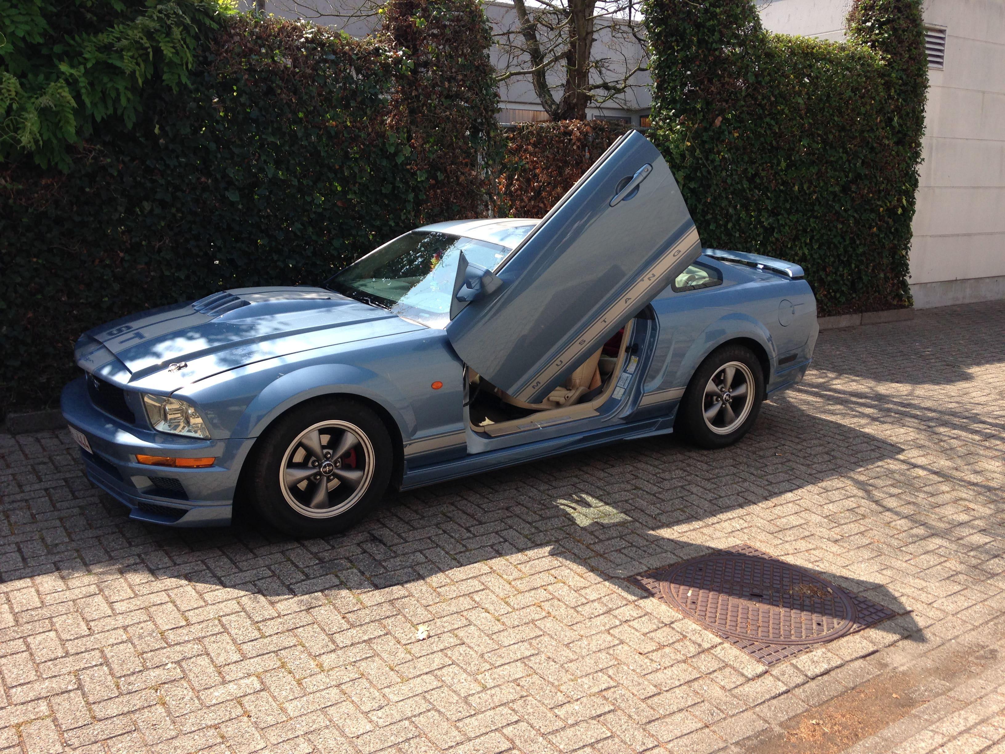 Ford Mustang 2009 met Mat Rode wrap, Carwrapping door Wrapmyride.nu Foto-nr:5819, ©2020