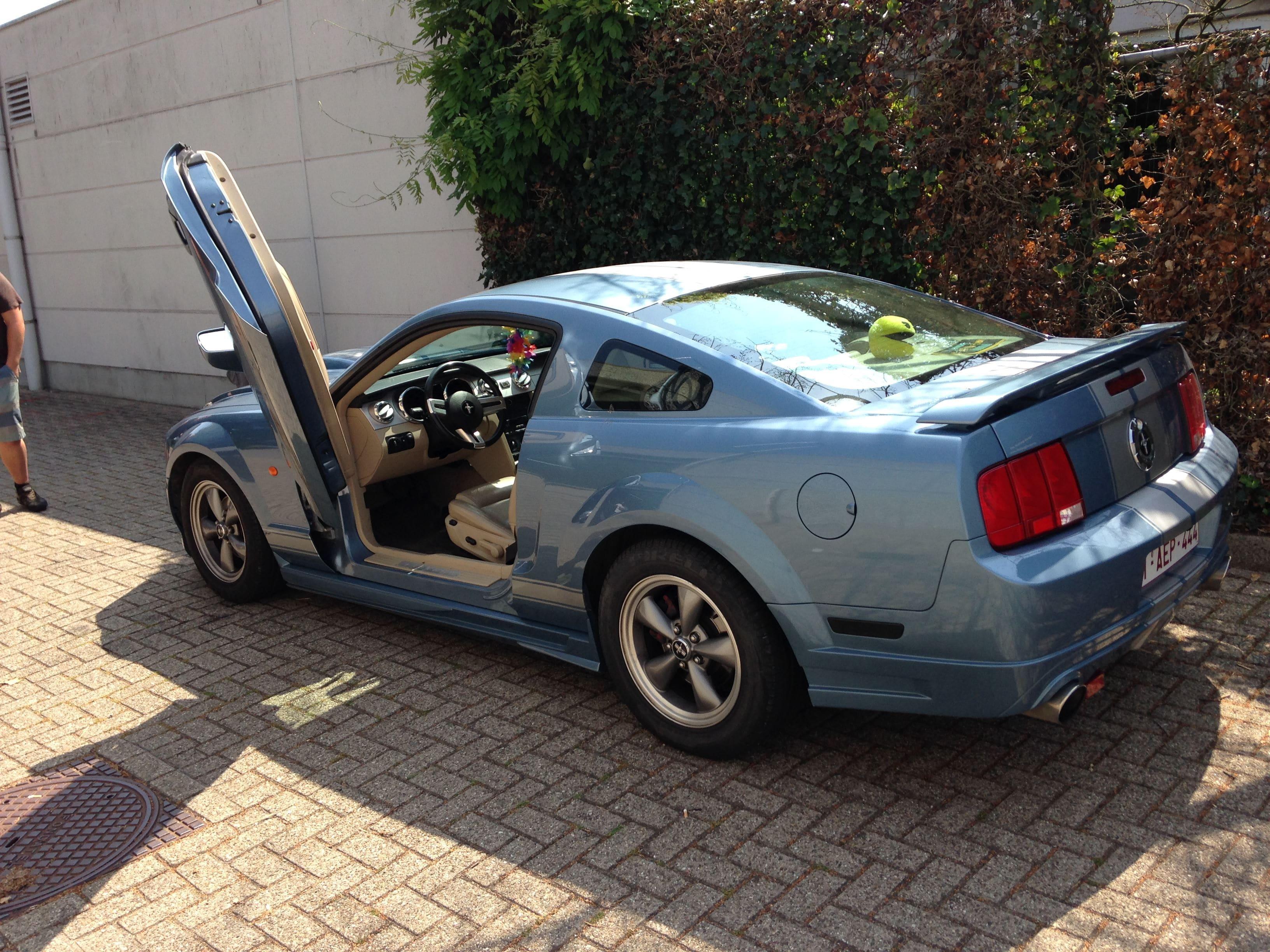 Ford Mustang 2009 met Mat Rode wrap, Carwrapping door Wrapmyride.nu Foto-nr:5820, ©2020