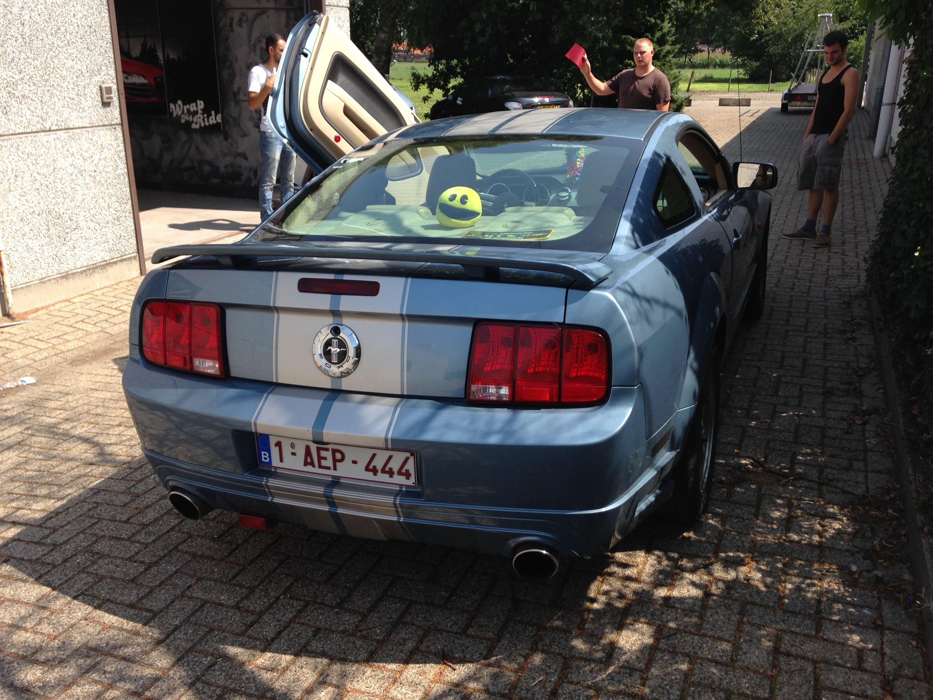 Ford Mustang 2009 met Mat Rode wrap, Carwrapping door Wrapmyride.nu Foto-nr:5821, ©2020
