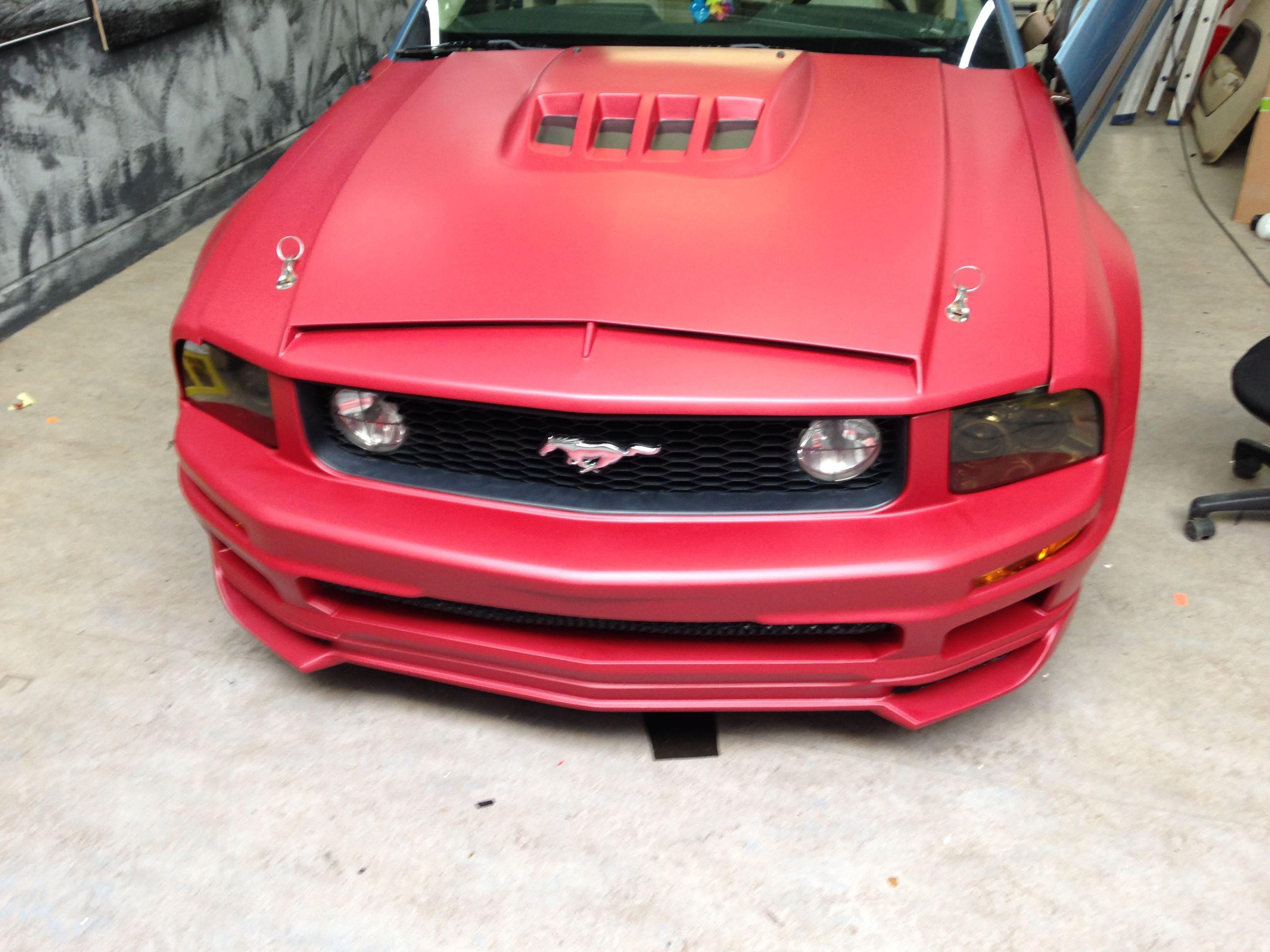 Ford Mustang 2009 met Mat Rode wrap, Carwrapping door Wrapmyride.nu Foto-nr:5822, ©2020