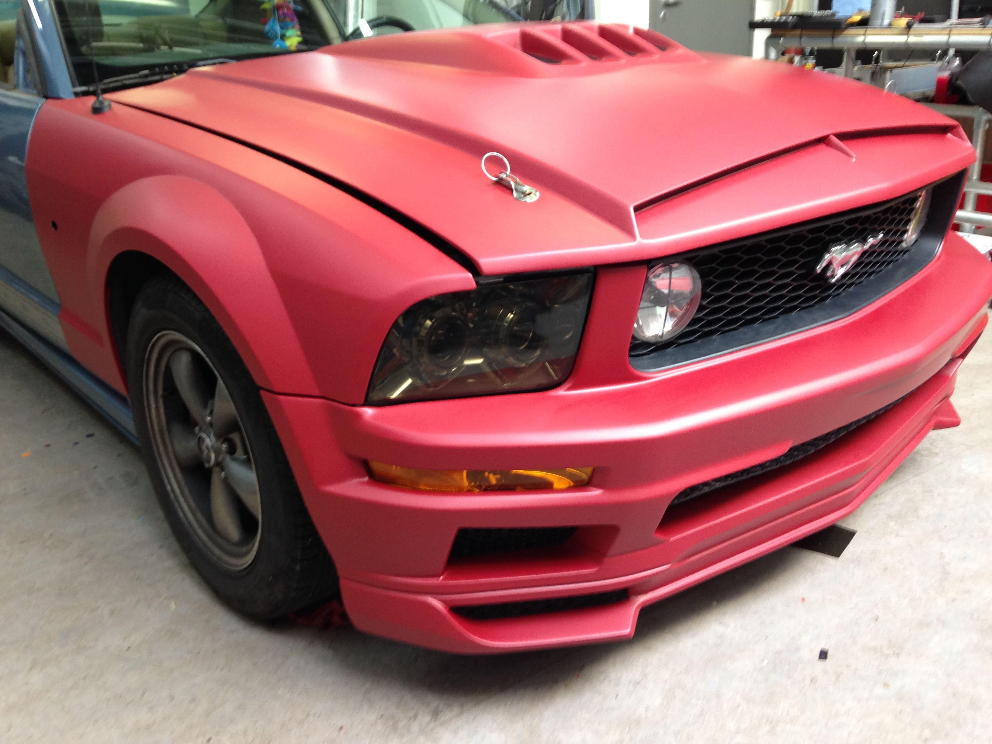 Ford Mustang 2009 met Mat Rode wrap, Carwrapping door Wrapmyride.nu Foto-nr:5823, ©2020
