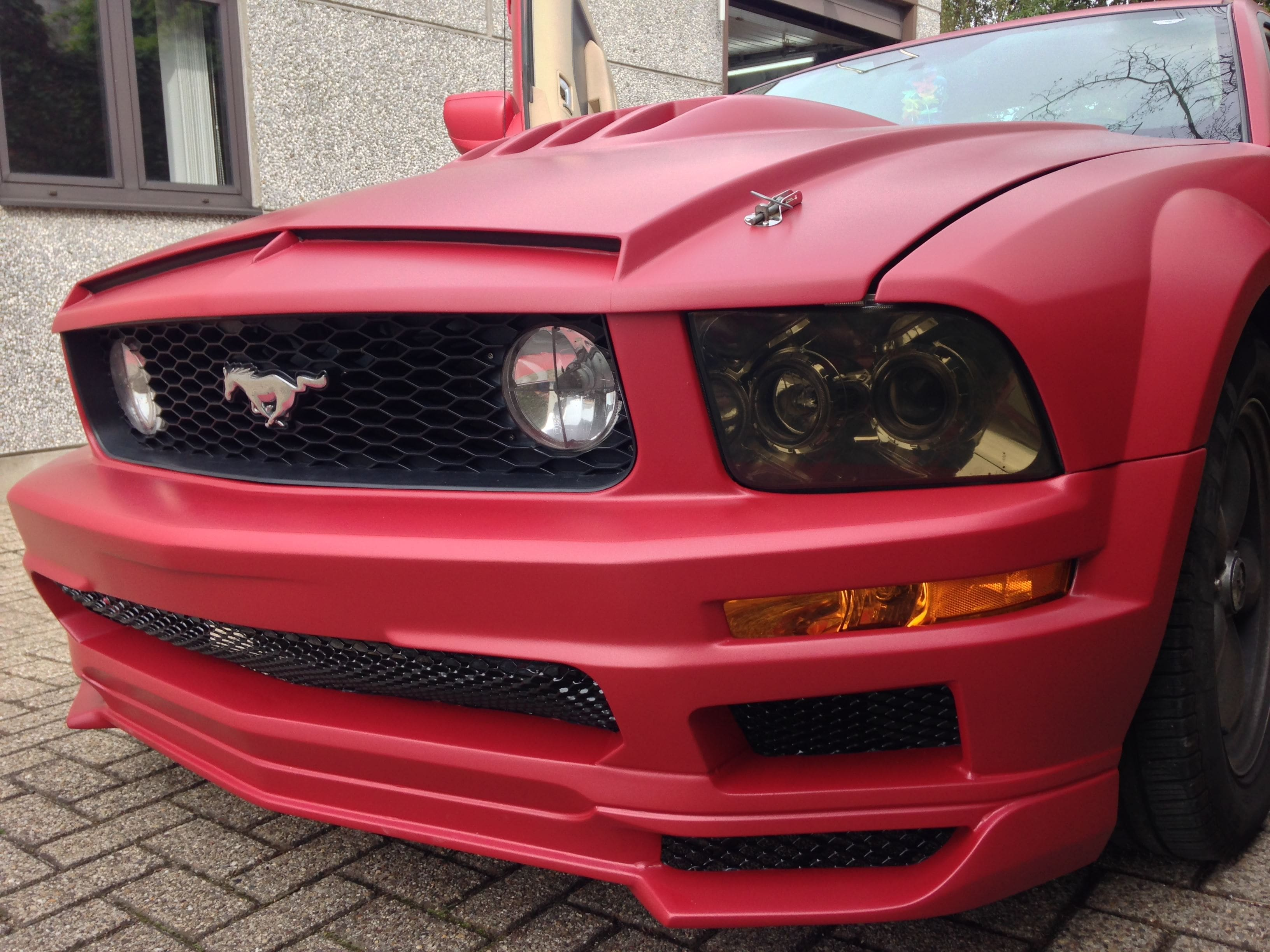 Ford Mustang 2009 met Mat Rode wrap, Carwrapping door Wrapmyride.nu Foto-nr:5829, ©2020