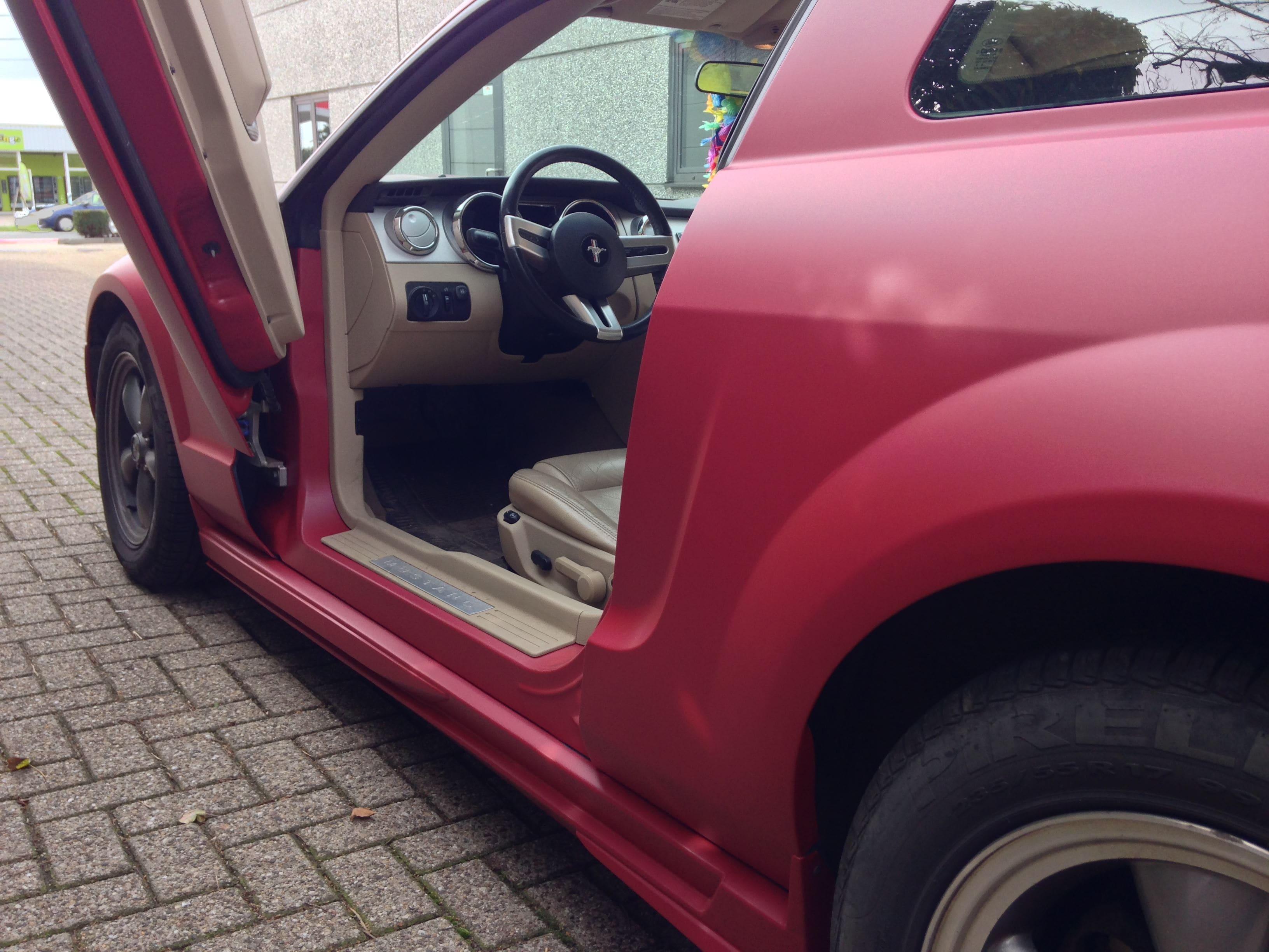 Ford Mustang 2009 met Mat Rode wrap, Carwrapping door Wrapmyride.nu Foto-nr:5831, ©2020