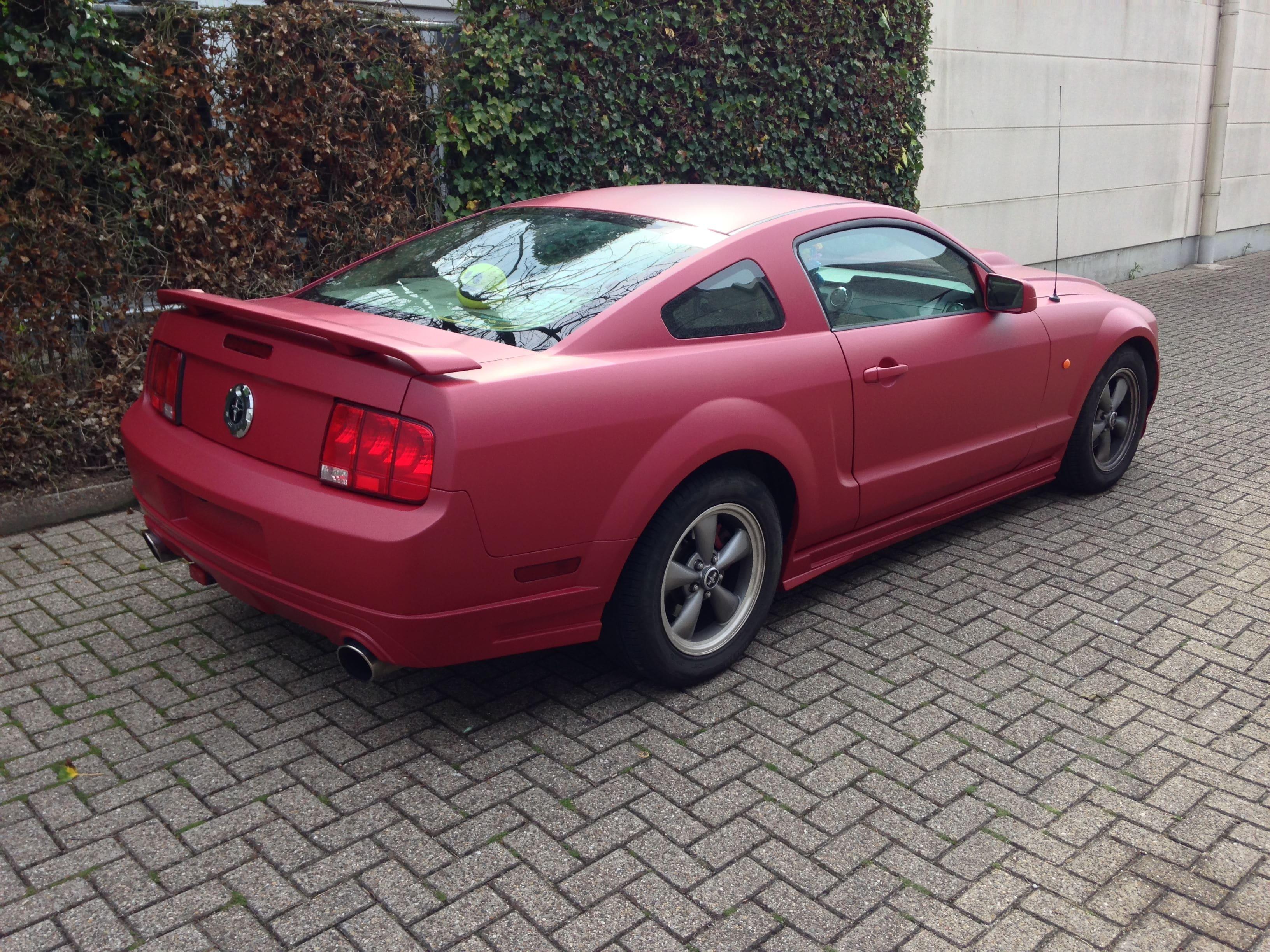 Ford Mustang 2009 met Mat Rode wrap, Carwrapping door Wrapmyride.nu Foto-nr:5832, ©2020