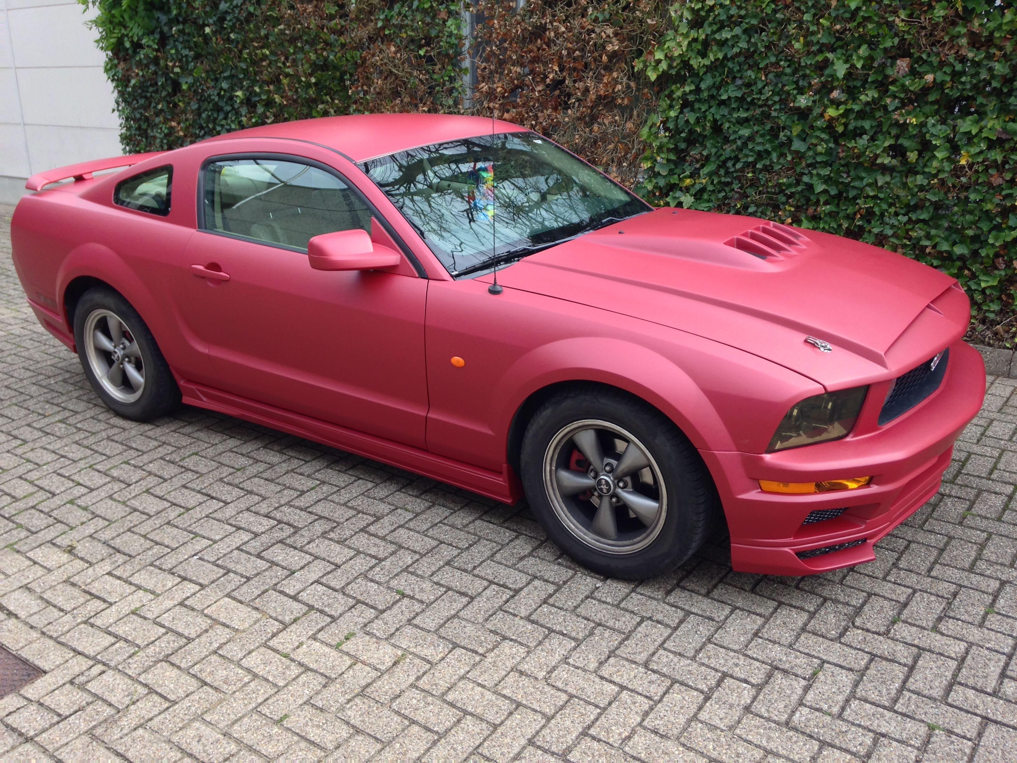 Ford Mustang 2009 met Mat Rode wrap, Carwrapping door Wrapmyride.nu Foto-nr:5833, ©2020