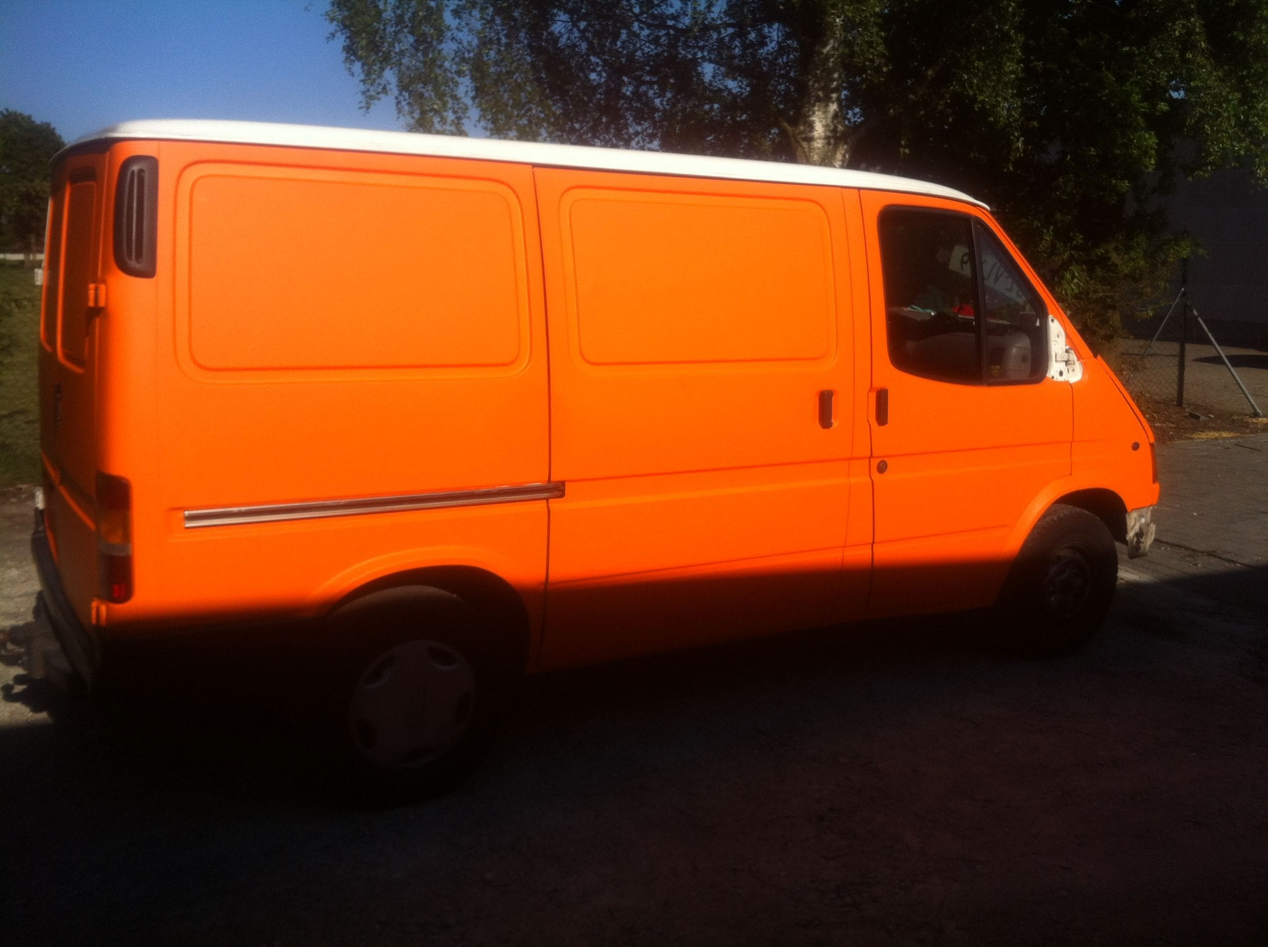 Ford Transit met Mat Oranje Wrap, Carwrapping door Wrapmyride.nu Foto-nr:5844, ©2021