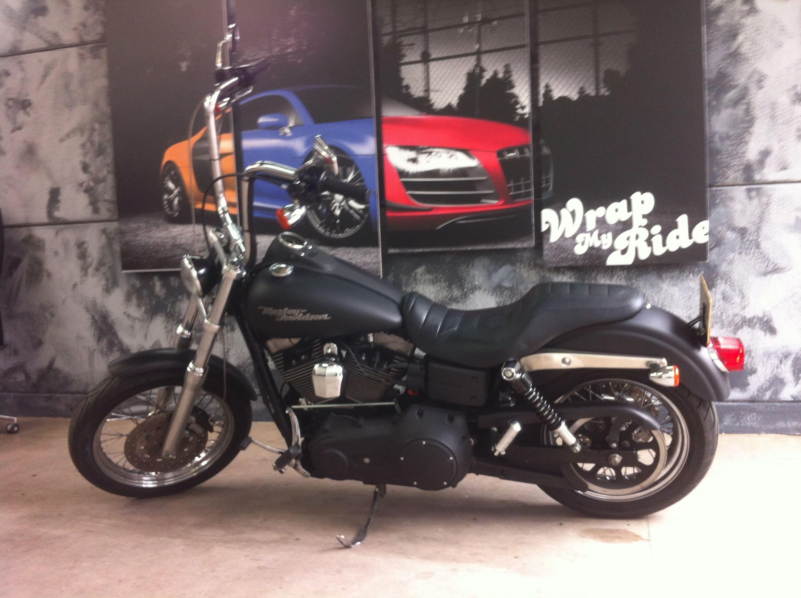 Harley Davidson met Mat Zwarte Wrap, Carwrapping door Wrapmyride.nu Foto-nr:5863, ©2020