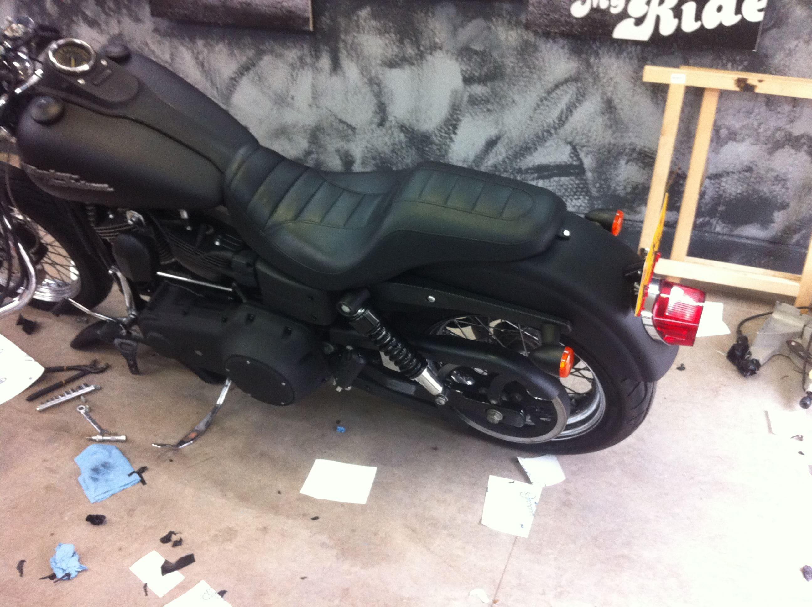 Harley Davidson met Mat Zwarte Wrap, Carwrapping door Wrapmyride.nu Foto-nr:5872, ©2020