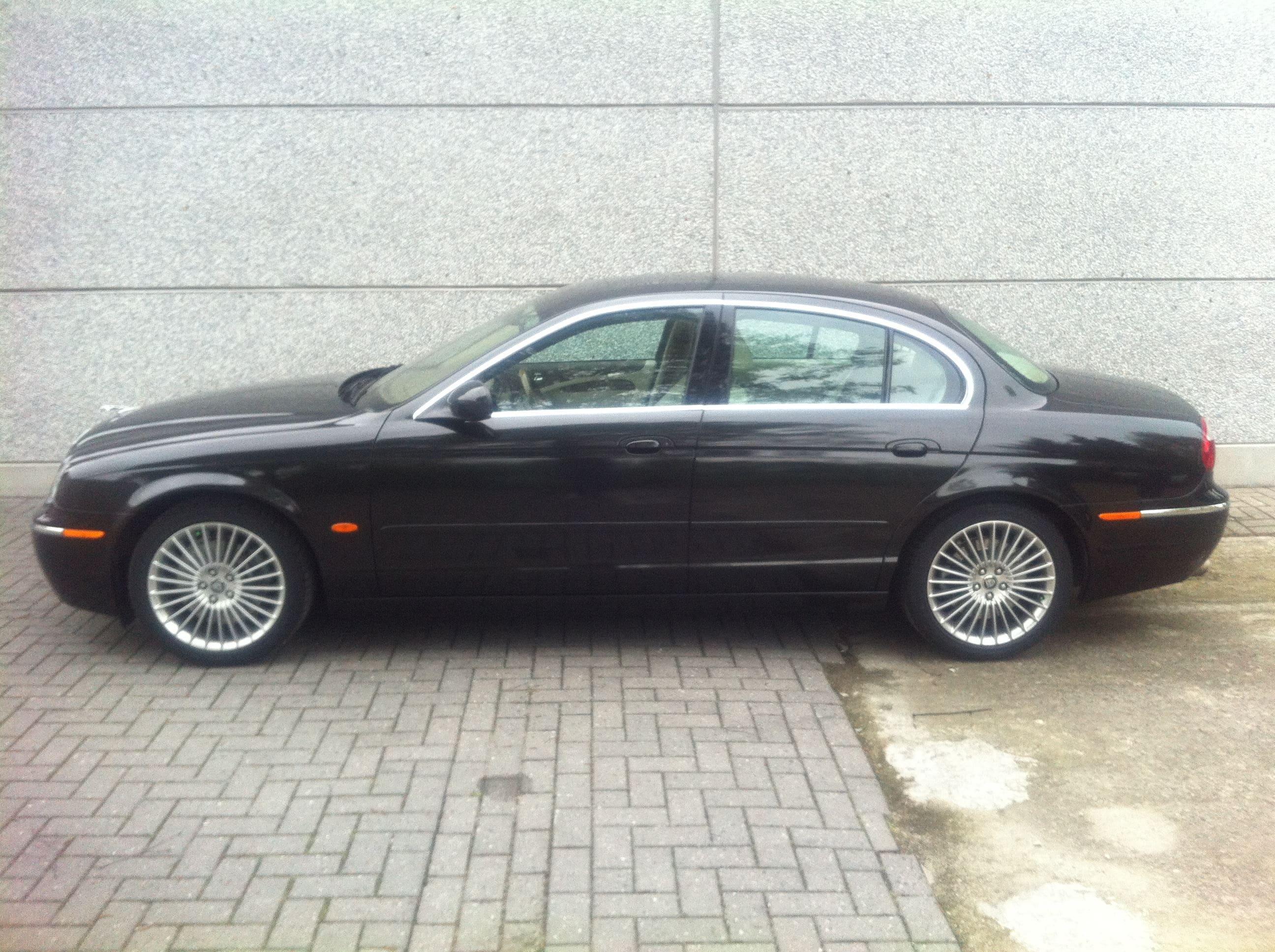 Jaguar S-type met Zwarte Metallic Wrap, Carwrapping door Wrapmyride.nu Foto-nr:5907, ©2020