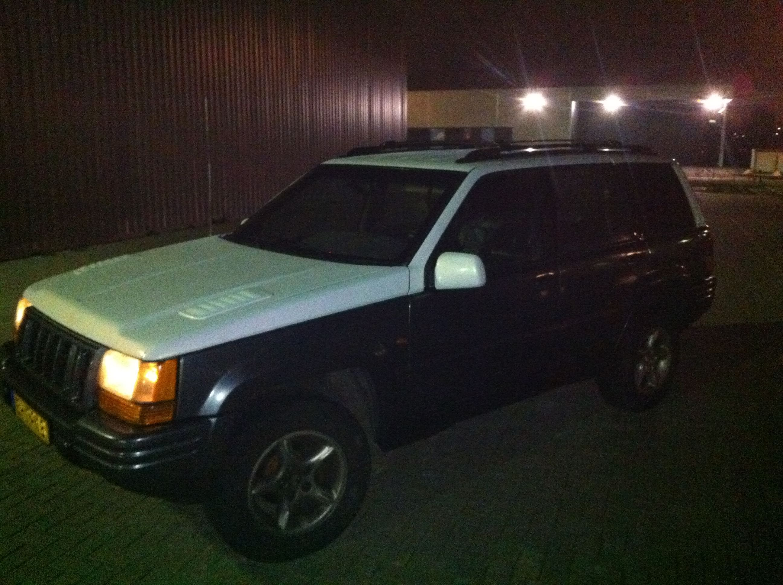 Jeep Grand Cherokee 5.9 met een Two-Tone Wrap, Carwrapping door Wrapmyride.nu Foto-nr:5920, ©2021