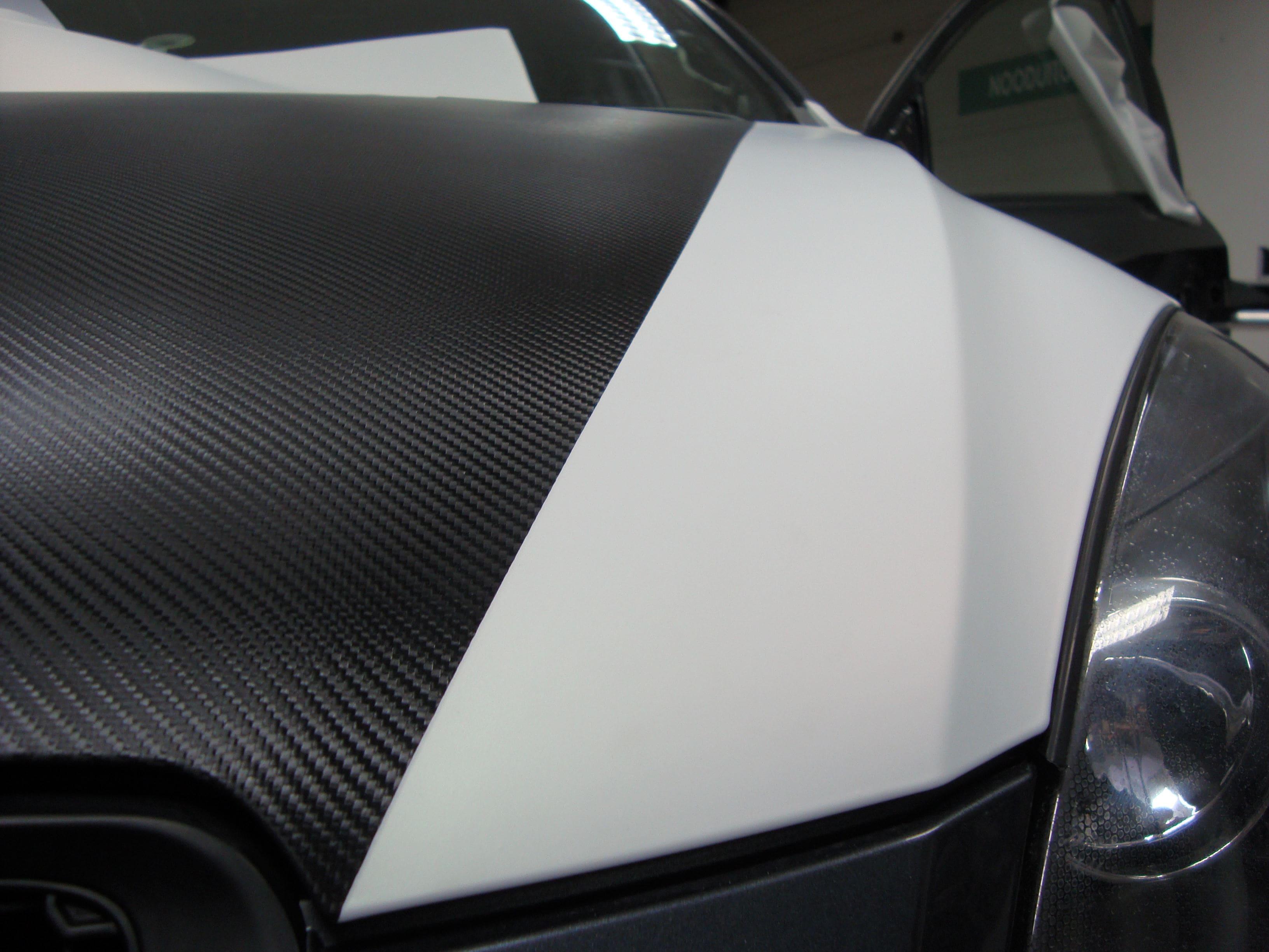 Kia Cee'd XR met Carbon en Witte Wrap, Carwrapping door Wrapmyride.nu Foto-nr:5939, ©2020