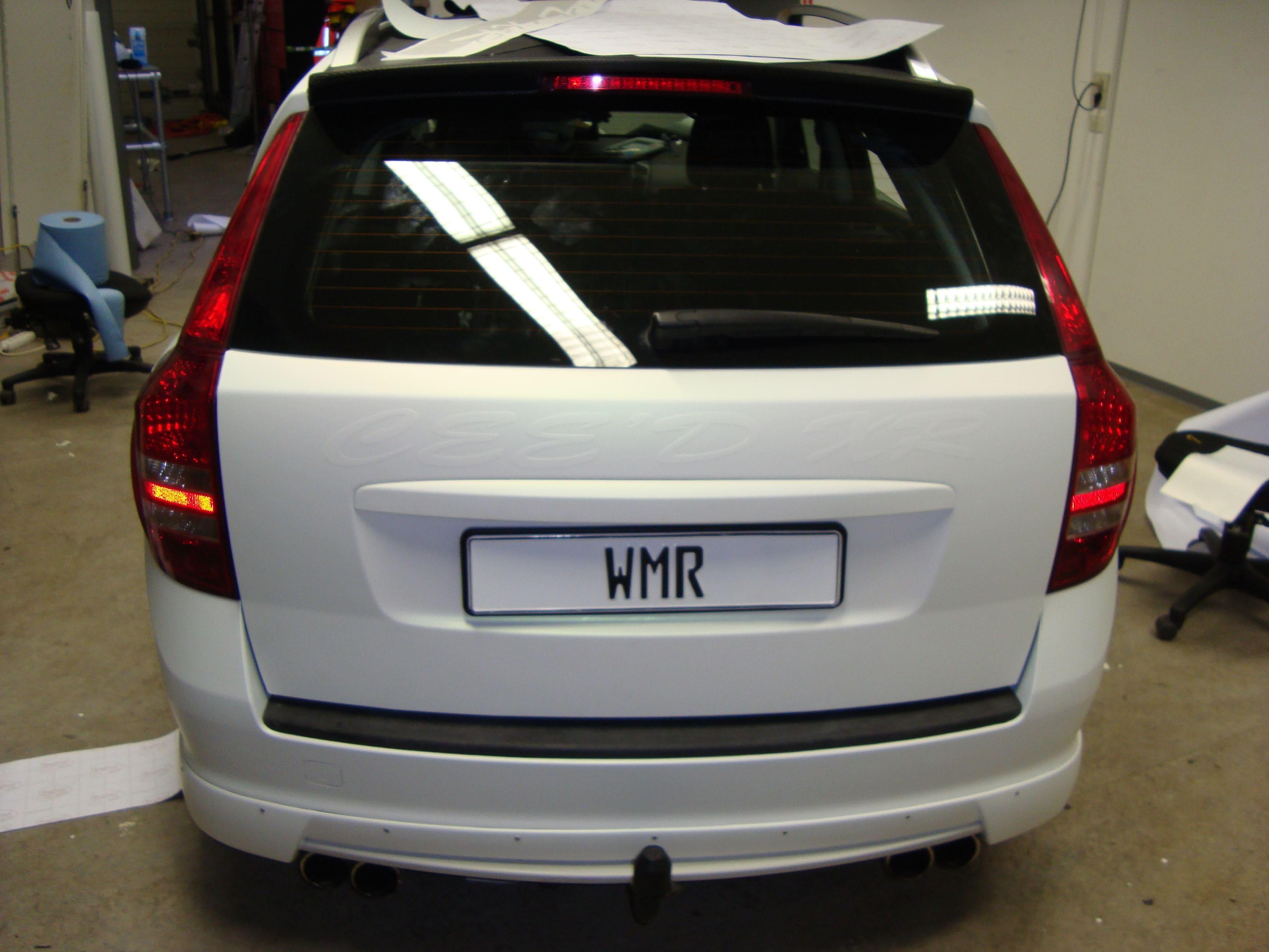 Kia Cee'd XR met Carbon en Witte Wrap, Carwrapping door Wrapmyride.nu Foto-nr:5942, ©2020