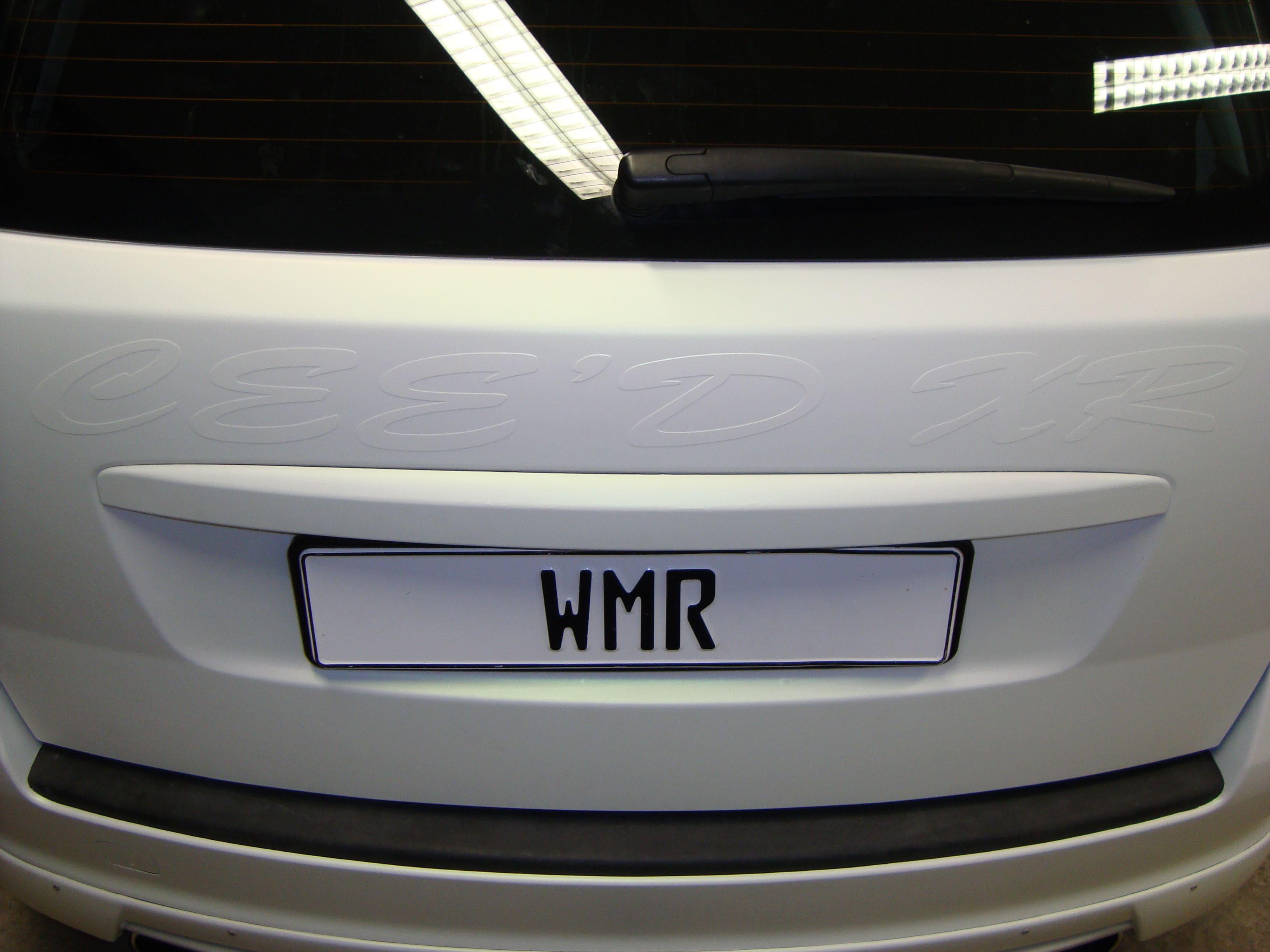 Kia Cee'd XR met Carbon en Witte Wrap, Carwrapping door Wrapmyride.nu Foto-nr:5943, ©2020