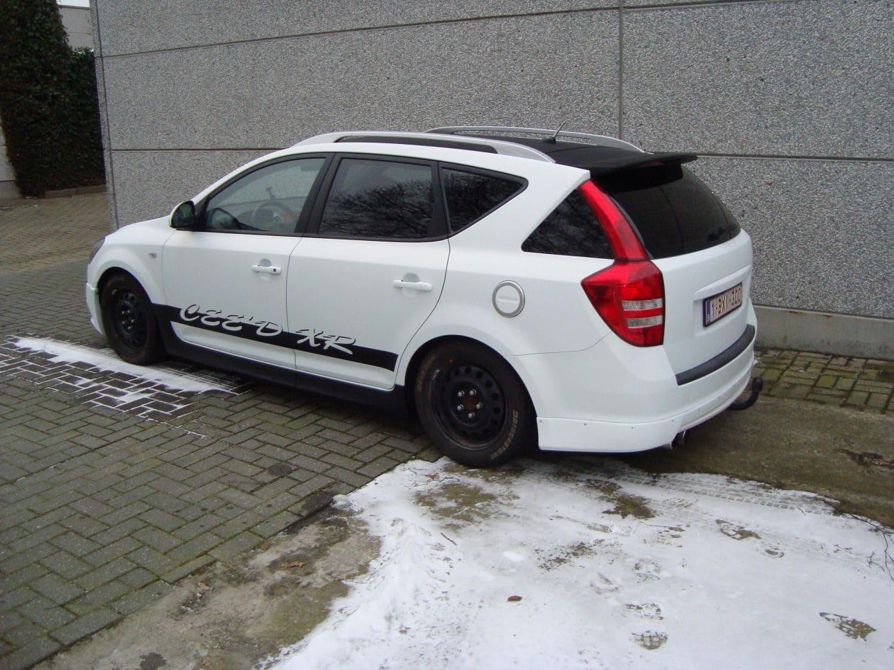 Kia Cee'd XR met Carbon en Witte Wrap, Carwrapping door Wrapmyride.nu Foto-nr:5944, ©2018