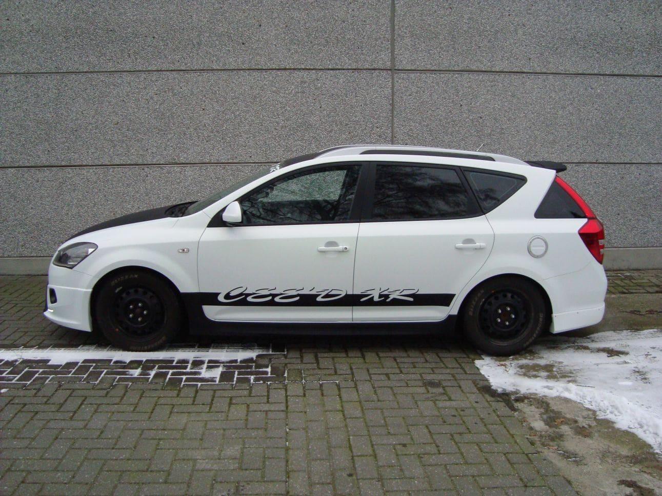 Kia Cee'd XR met Carbon en Witte Wrap, Carwrapping door Wrapmyride.nu Foto-nr:5945, ©2018