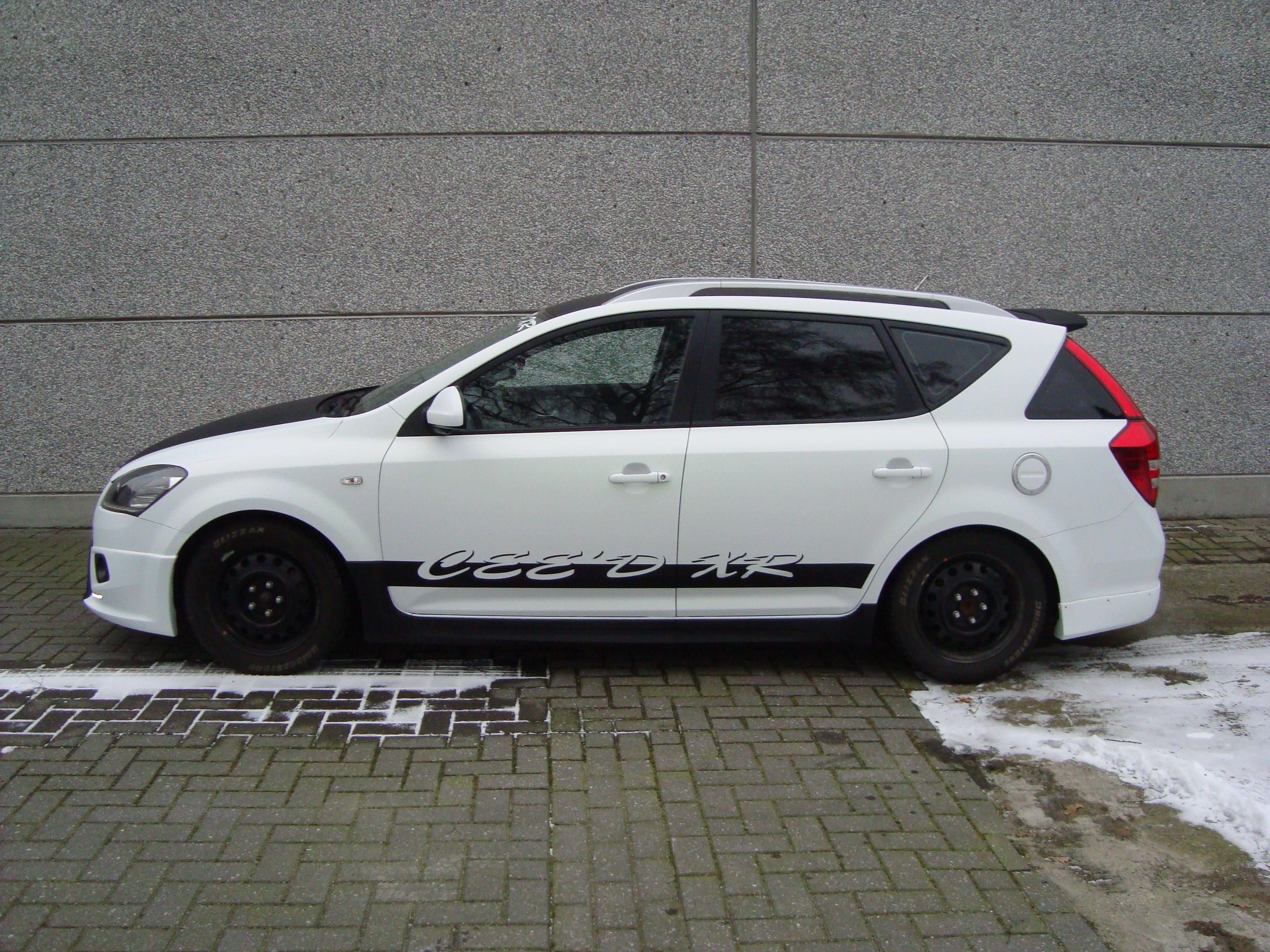 Kia Cee'd XR met Carbon en Witte Wrap, Carwrapping door Wrapmyride.nu Foto-nr:5945, ©2020