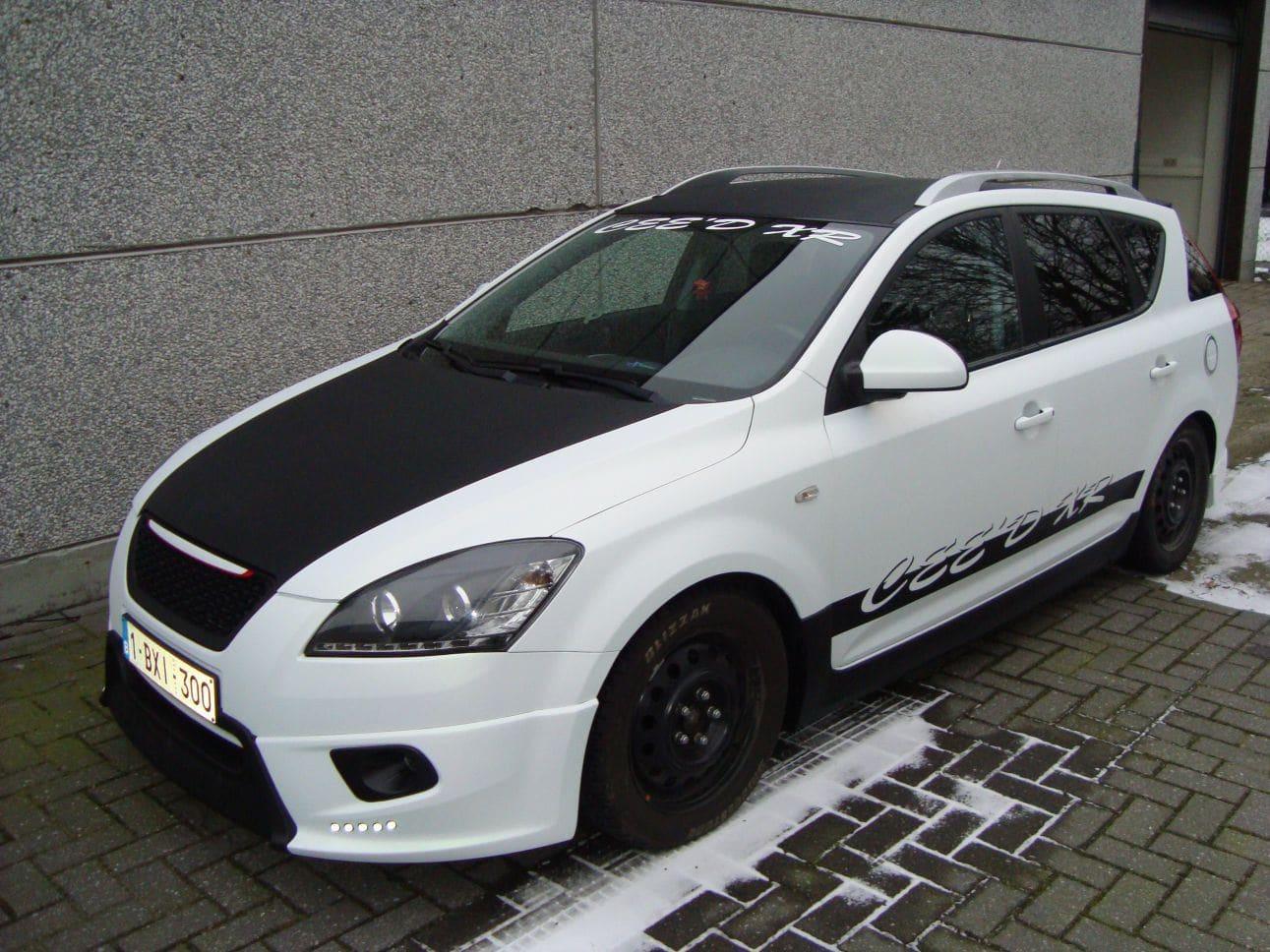 Kia Cee'd XR met Carbon en Witte Wrap, Carwrapping door Wrapmyride.nu Foto-nr:5946, ©2018
