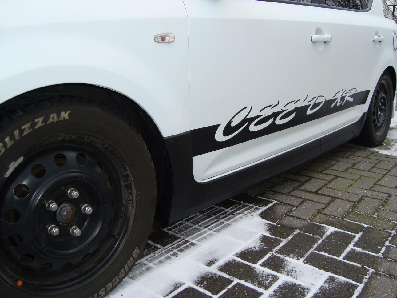 Kia Cee'd XR met Carbon en Witte Wrap, Carwrapping door Wrapmyride.nu Foto-nr:5947, ©2018