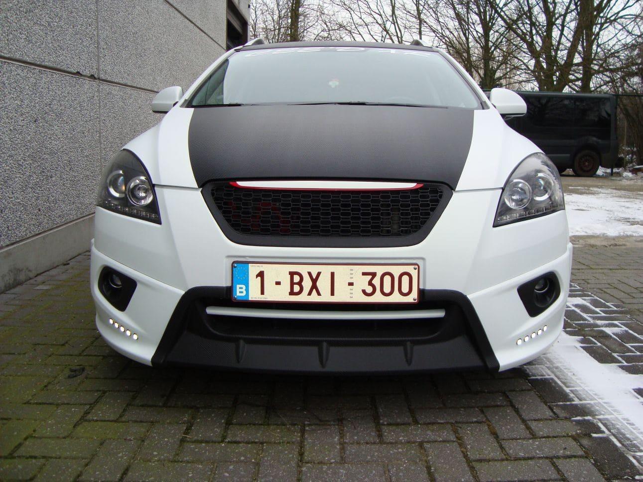 Kia Cee'd XR met Carbon en Witte Wrap, Carwrapping door Wrapmyride.nu Foto-nr:5948, ©2018