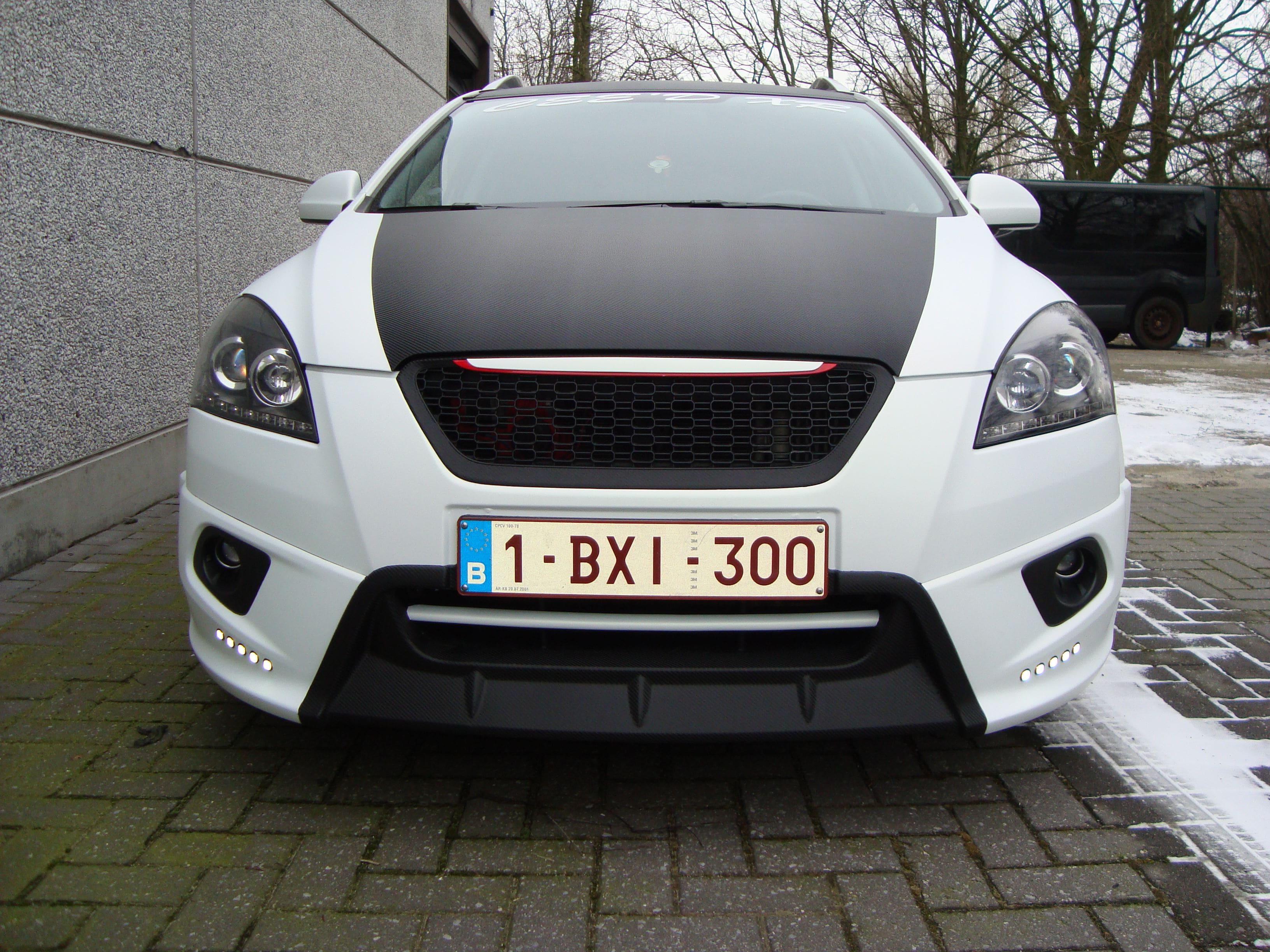 Kia Cee'd XR met Carbon en Witte Wrap, Carwrapping door Wrapmyride.nu Foto-nr:5948, ©2020
