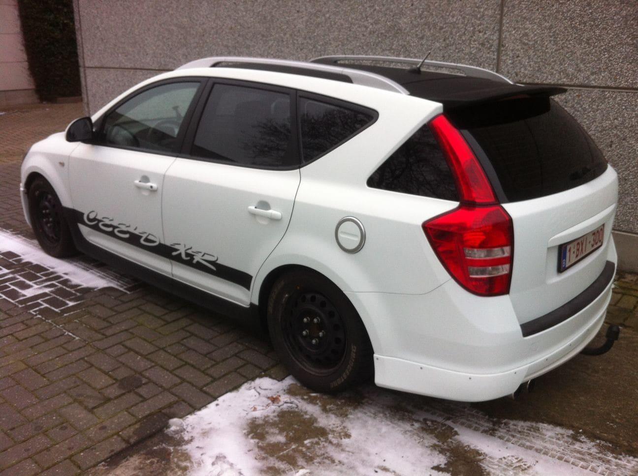 Kia Cee'd XR met Carbon en Witte Wrap, Carwrapping door Wrapmyride.nu Foto-nr:5955, ©2018