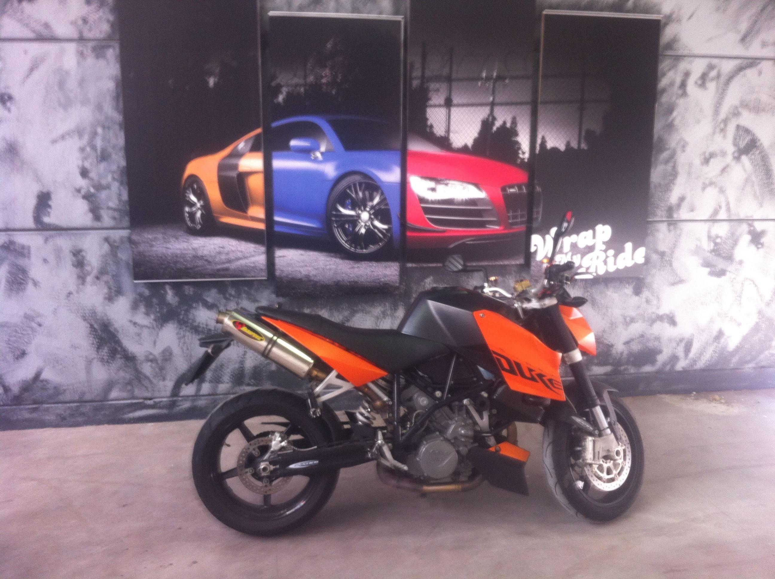 KTM Superduke met Mat Zwarte Wrap, Carwrapping door Wrapmyride.nu Foto-nr:5959, ©2020
