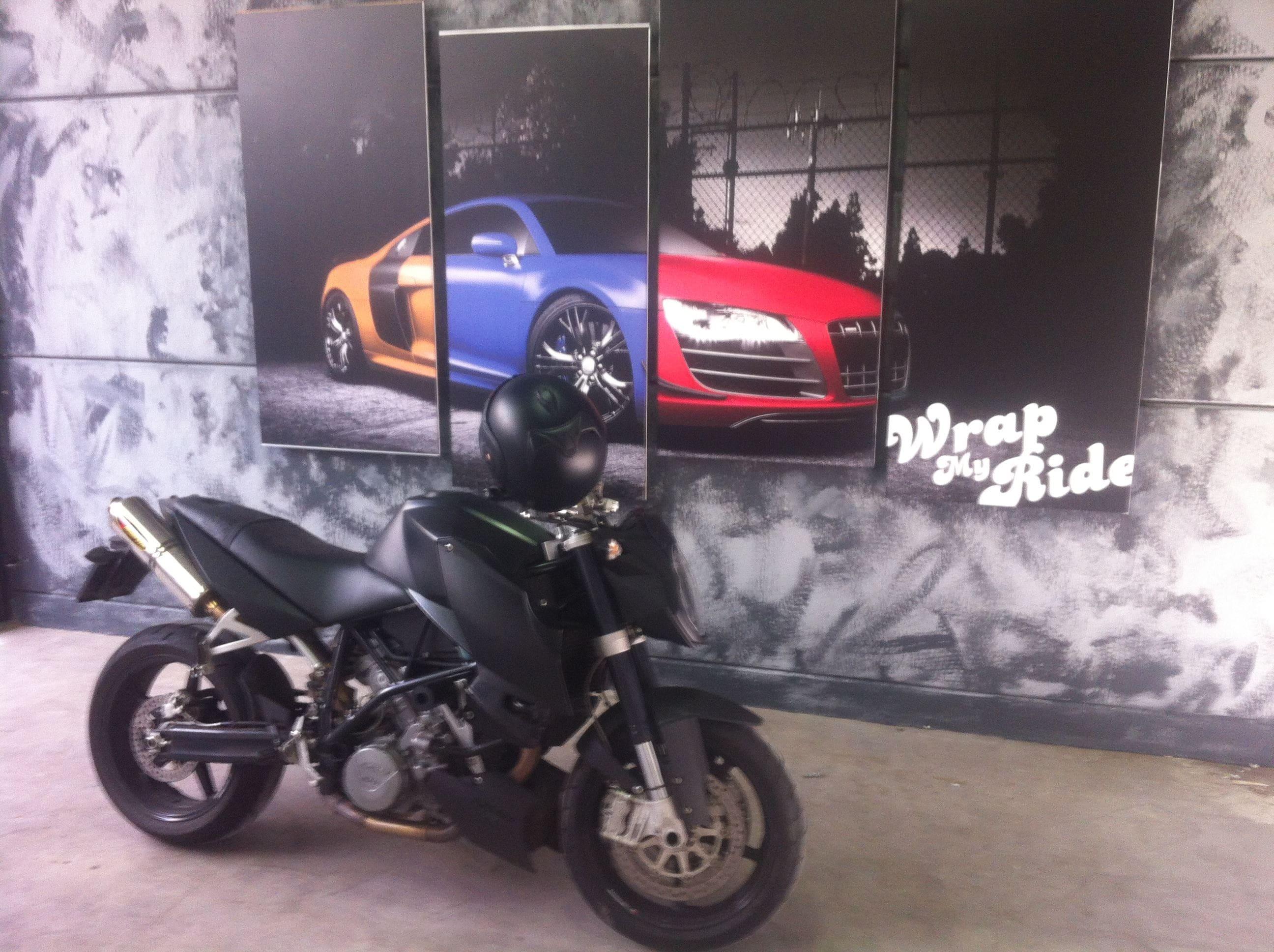 KTM Superduke met Mat Zwarte Wrap, Carwrapping door Wrapmyride.nu Foto-nr:5960, ©2020