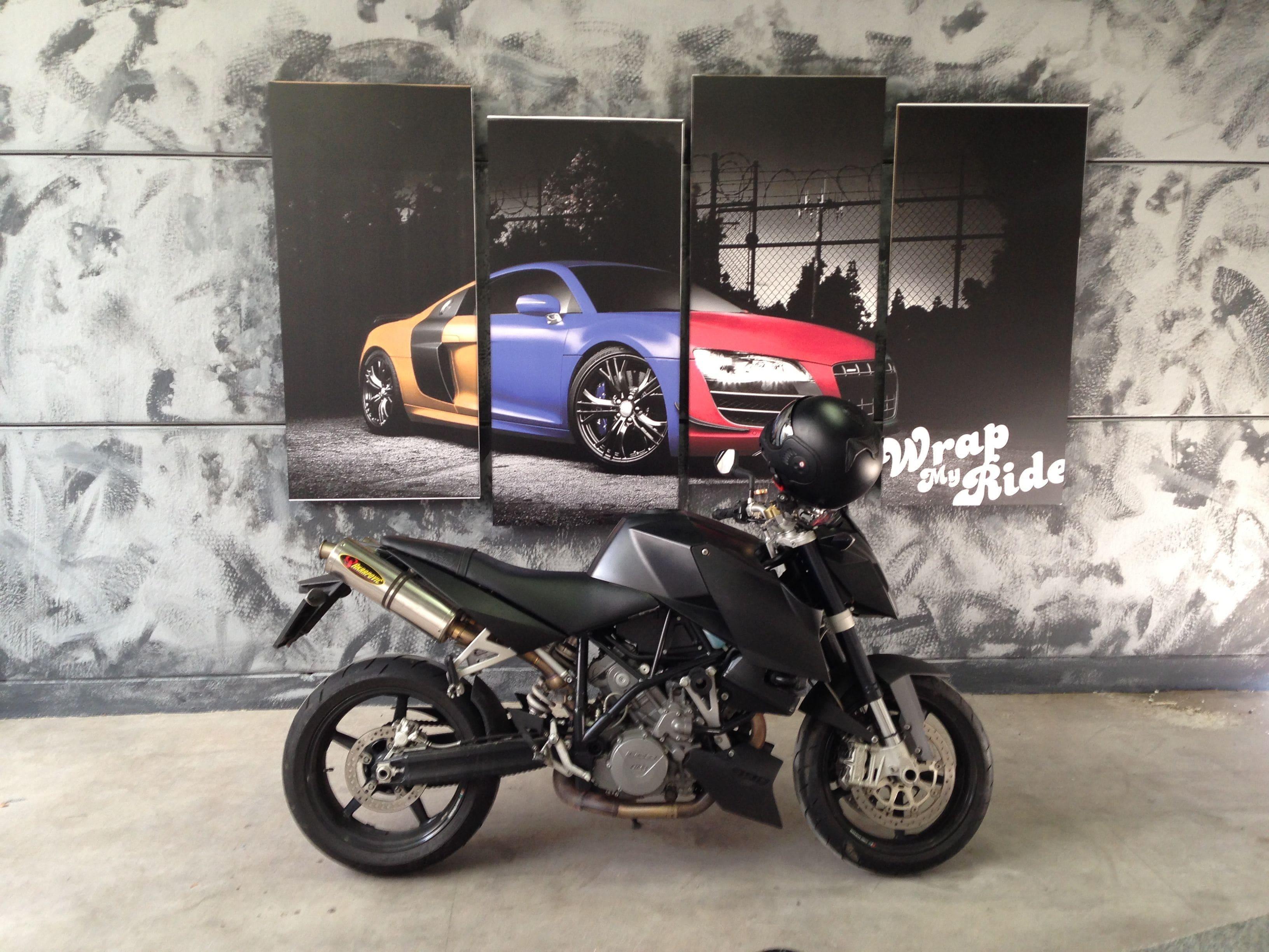 KTM Superduke met Mat Zwarte Wrap, Carwrapping door Wrapmyride.nu Foto-nr:5963, ©2020