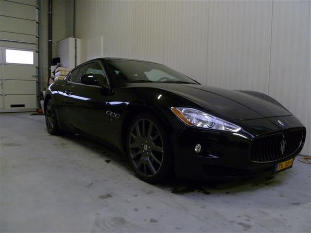 Maserati Gran Turismo met Mat Zwarte Wrap, Carwrapping door Wrapmyride.nu Foto-nr:6040, ©2020
