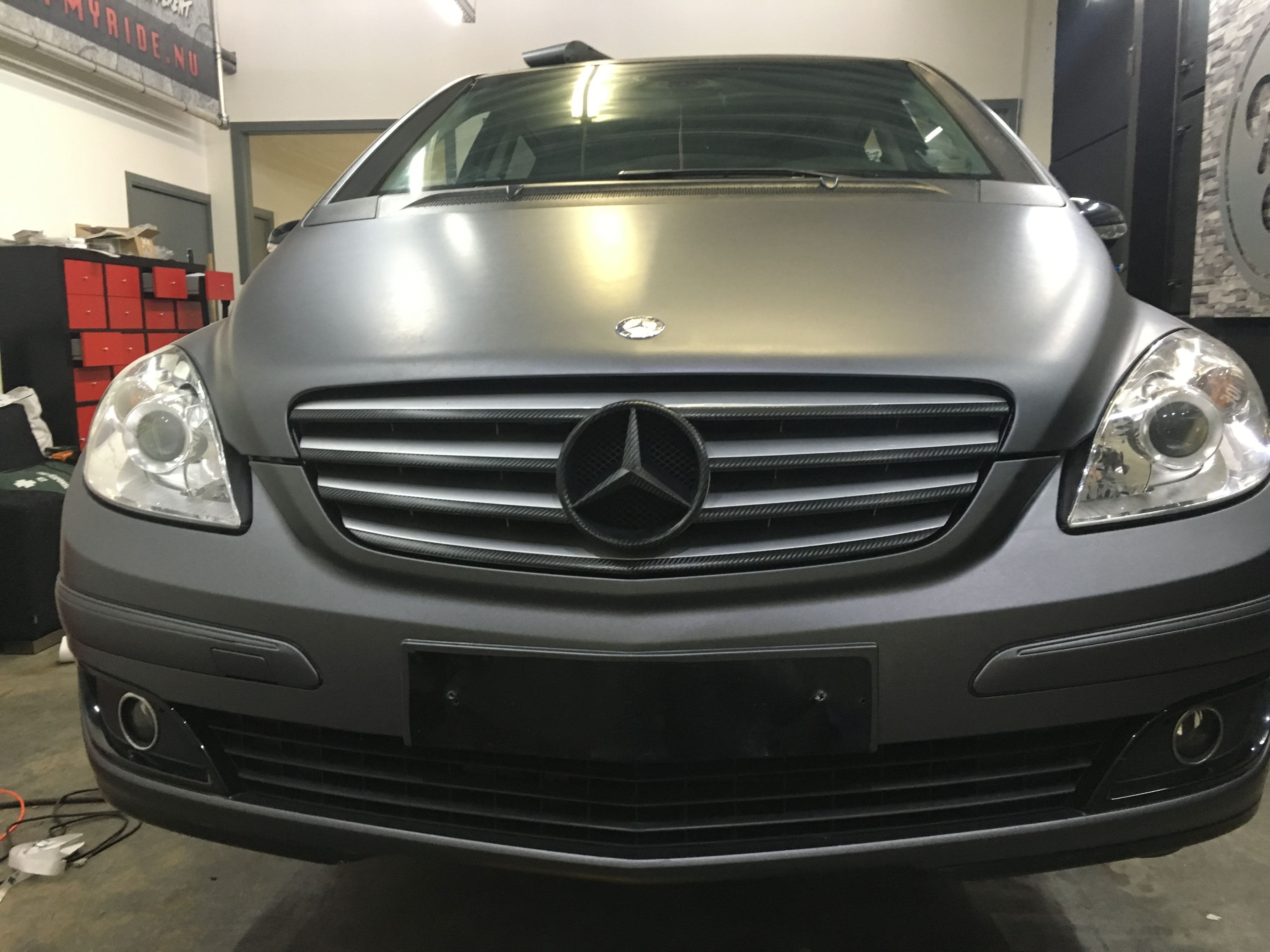 Mercedes B-klasse matte dark grey, Carwrapping door Wrapmyride.nu Foto-nr:9301, ©2021