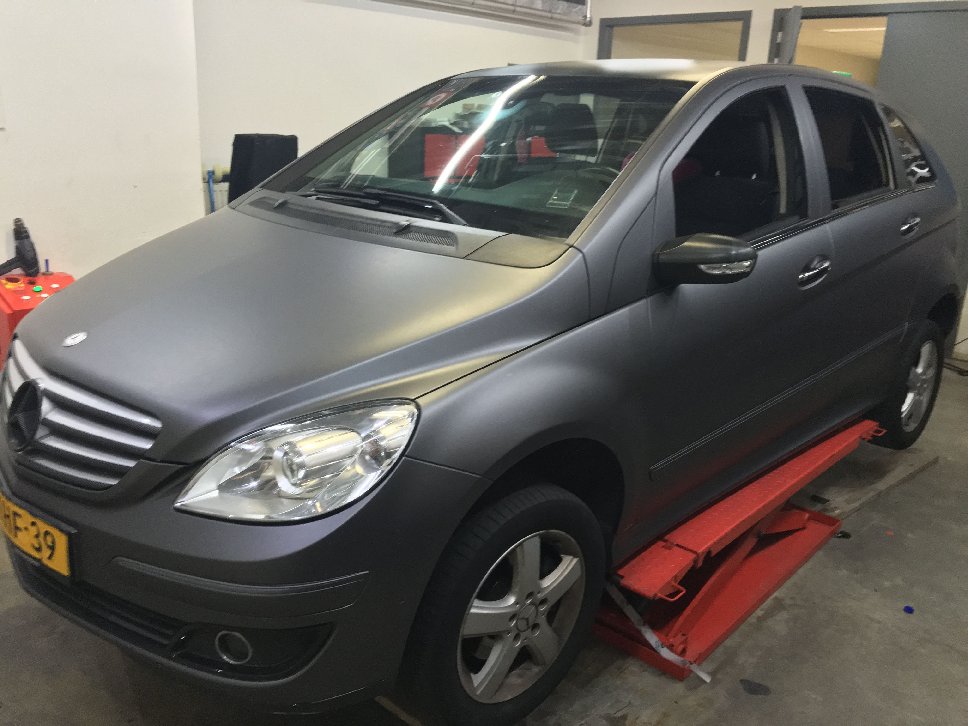 Mercedes B-klasse matte dark grey, Carwrapping door Wrapmyride.nu Foto-nr:9295, ©2021