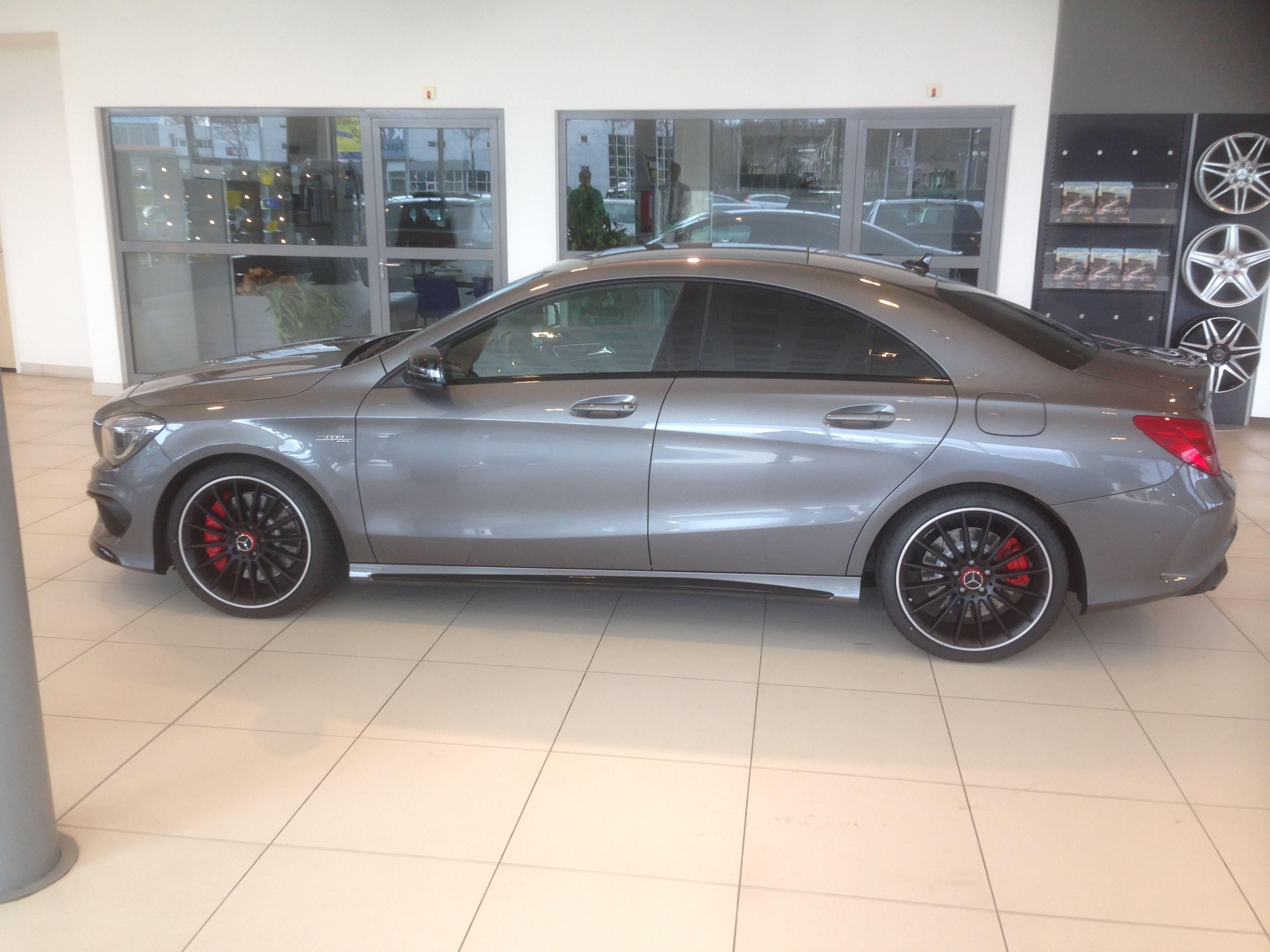 Mercedes CLA met een Satin White Aluminium Full Wrap met Rode Accenten, Carwrapping door Wrapmyride.nu Foto-nr:6100, ©2020