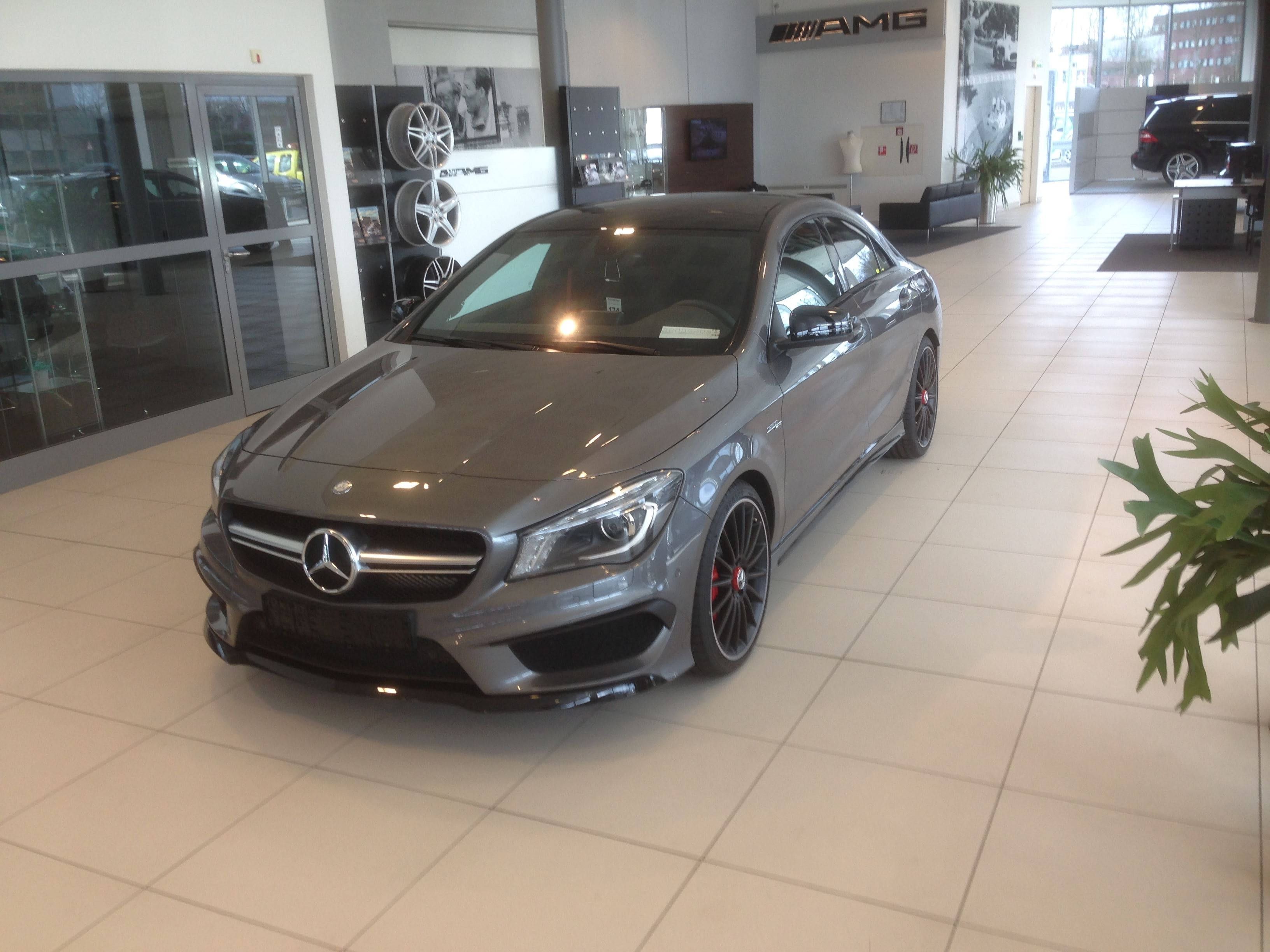 Mercedes CLA met een Satin White Aluminium Full Wrap met Rode Accenten, Carwrapping door Wrapmyride.nu Foto-nr:6101, ©2021