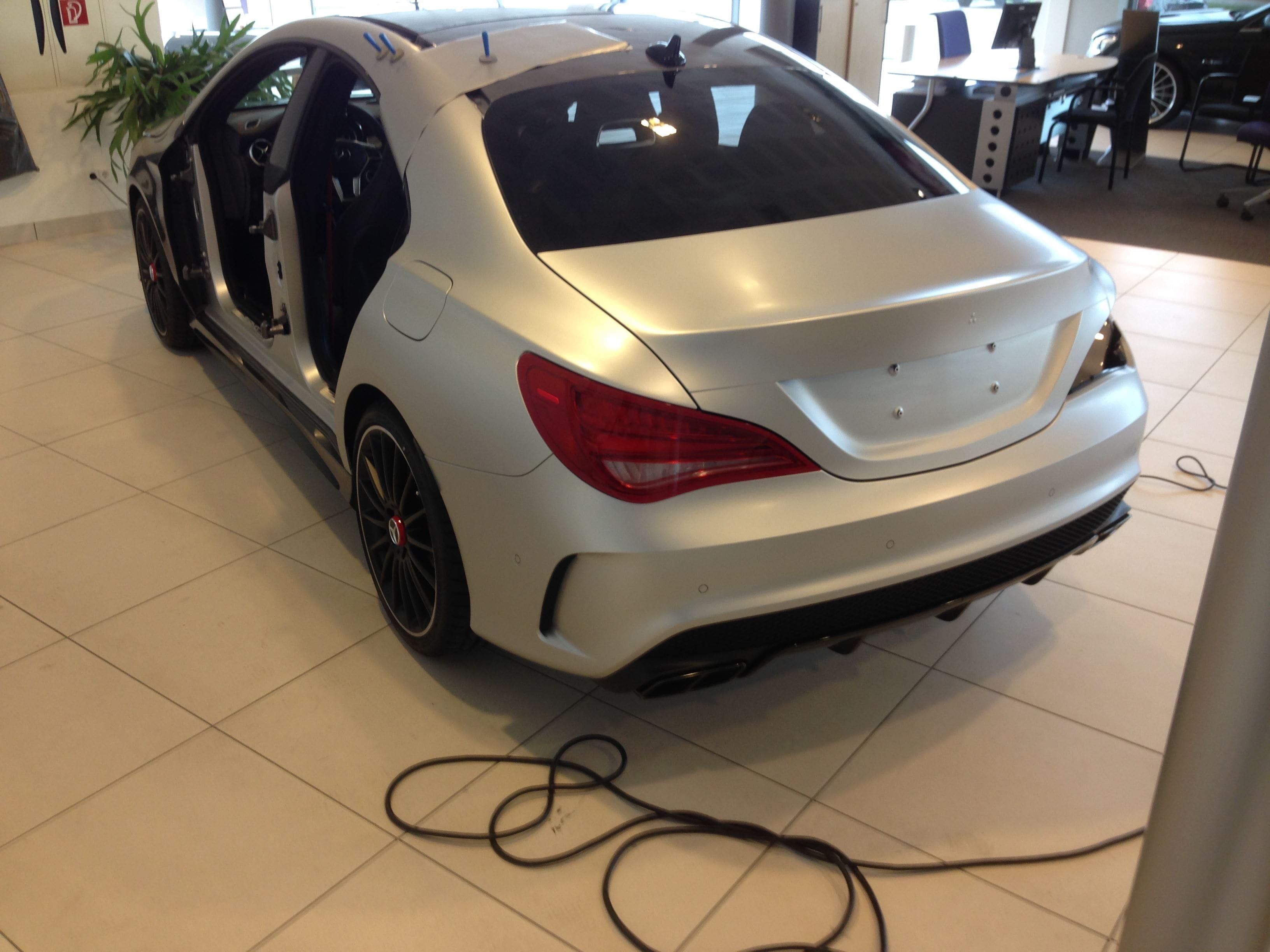 Mercedes CLA met een Satin White Aluminium Full Wrap met Rode Accenten, Carwrapping door Wrapmyride.nu Foto-nr:6104, ©2020