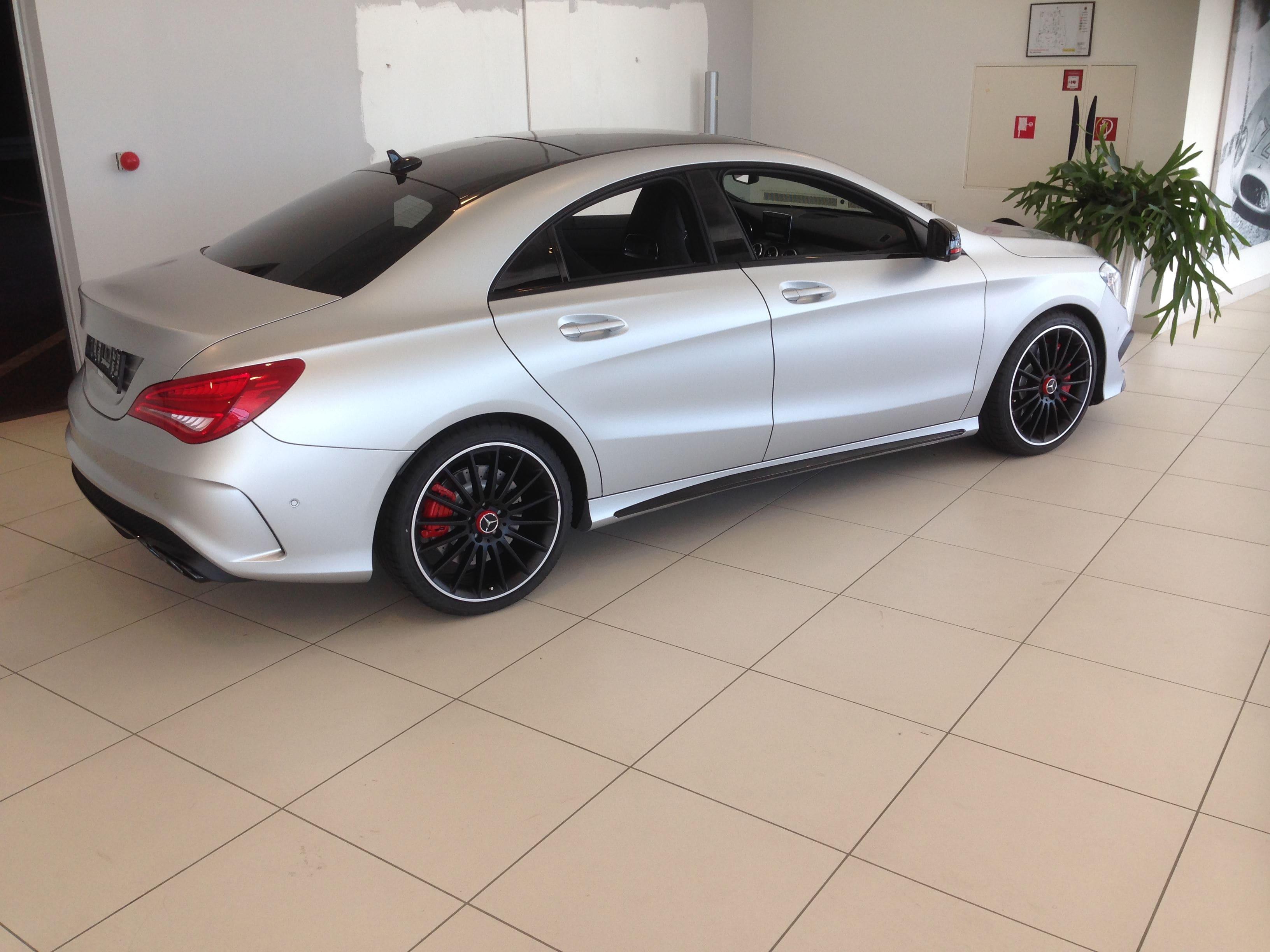 Mercedes CLA met een Satin White Aluminium Full Wrap met Rode Accenten, Carwrapping door Wrapmyride.nu Foto-nr:6105, ©2021