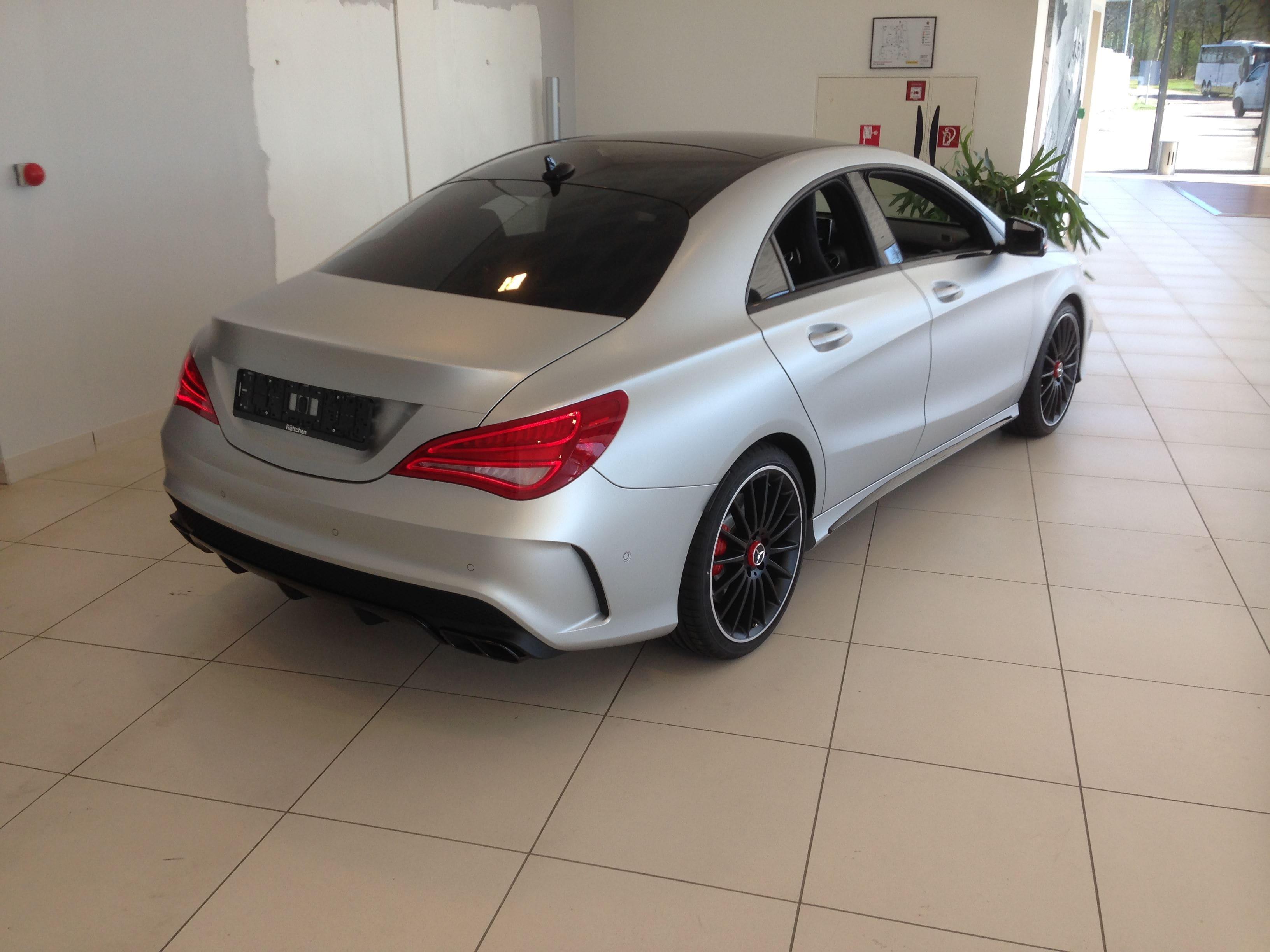 Mercedes CLA met een Satin White Aluminium Full Wrap met Rode Accenten, Carwrapping door Wrapmyride.nu Foto-nr:6106, ©2021