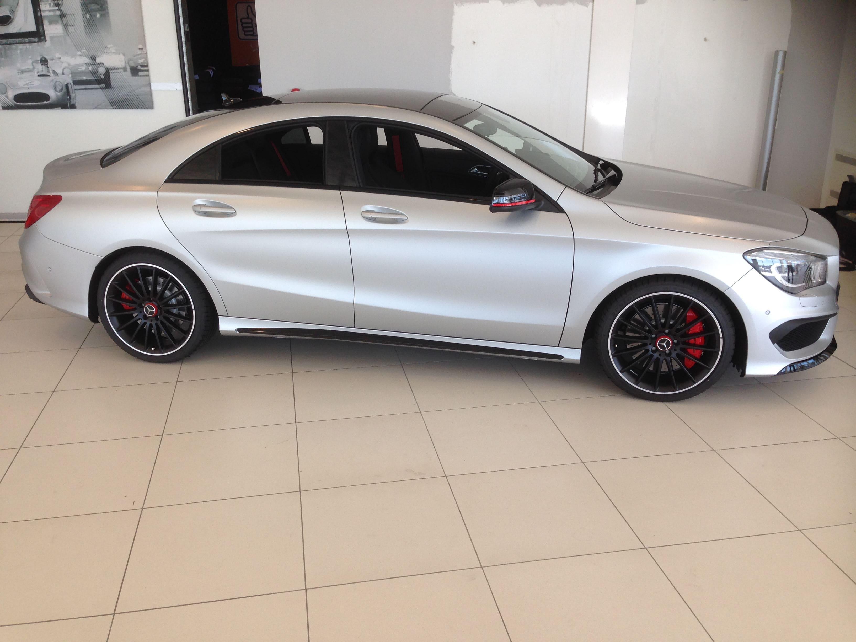 Mercedes CLA met een Satin White Aluminium Full Wrap met Rode Accenten, Carwrapping door Wrapmyride.nu Foto-nr:6107, ©2021