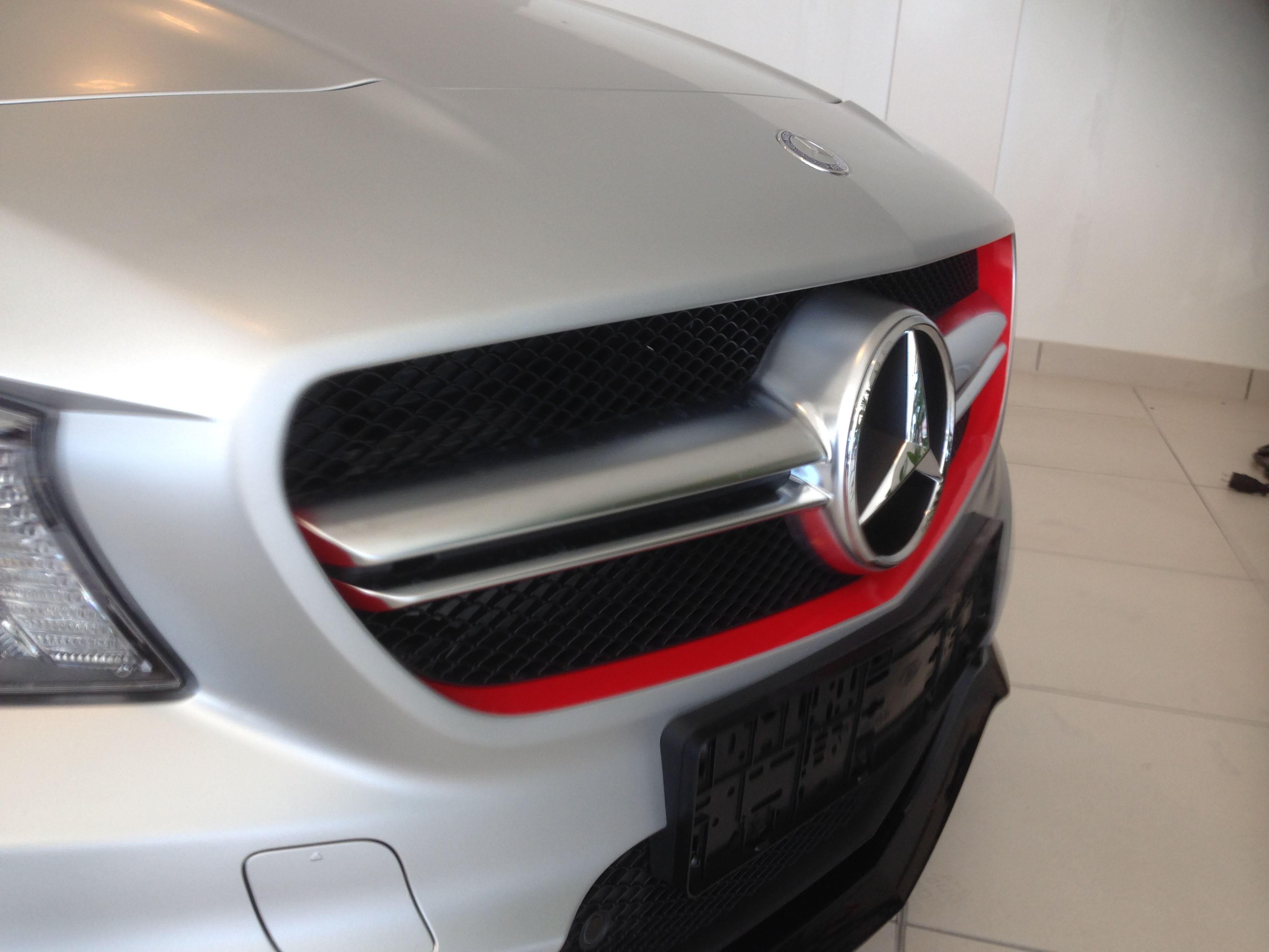 Mercedes CLA met een Satin White Aluminium Full Wrap met Rode Accenten, Carwrapping door Wrapmyride.nu Foto-nr:6109, ©2021