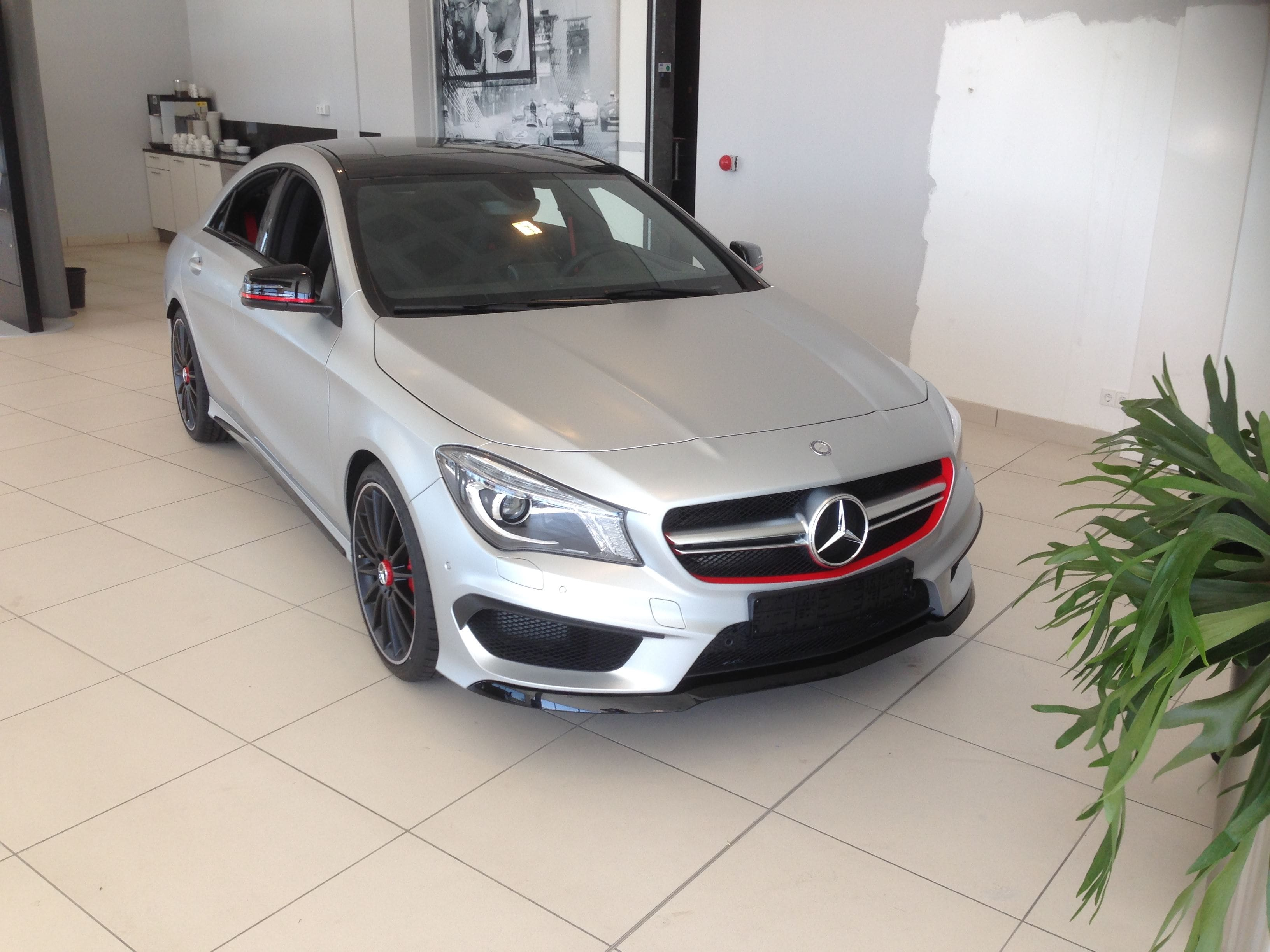 Mercedes CLA met een Satin White Aluminium Full Wrap met Rode Accenten, Carwrapping door Wrapmyride.nu Foto-nr:6110, ©2021