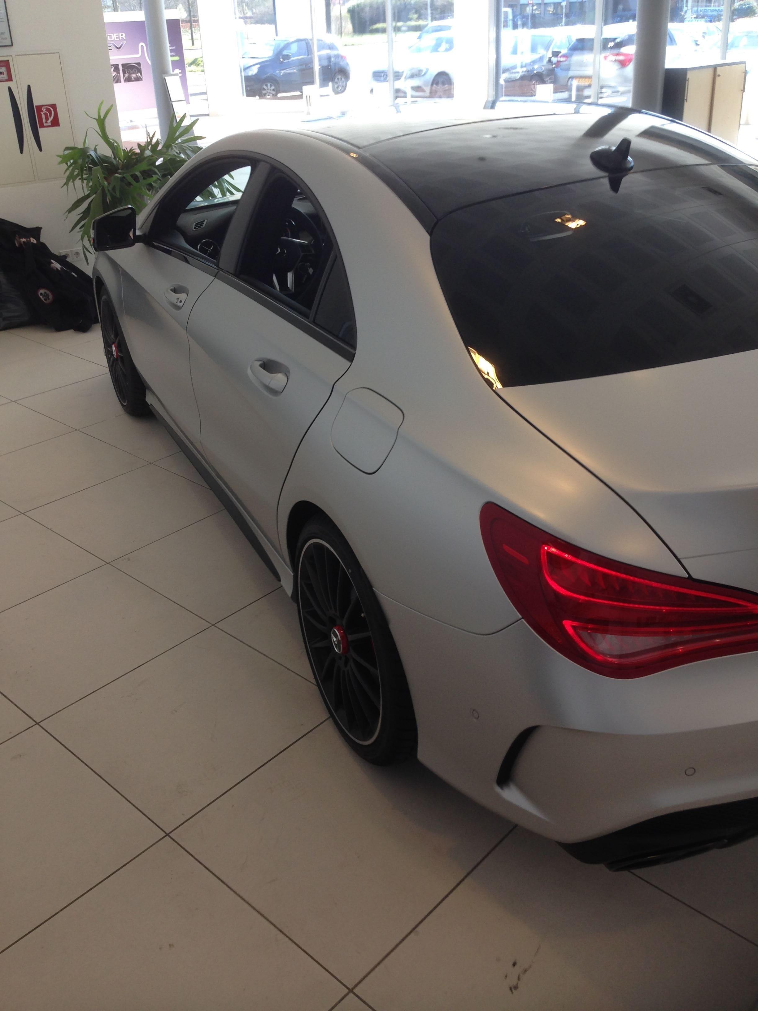 Mercedes CLA met een Satin White Aluminium Full Wrap met Rode Accenten, Carwrapping door Wrapmyride.nu Foto-nr:6112, ©2020