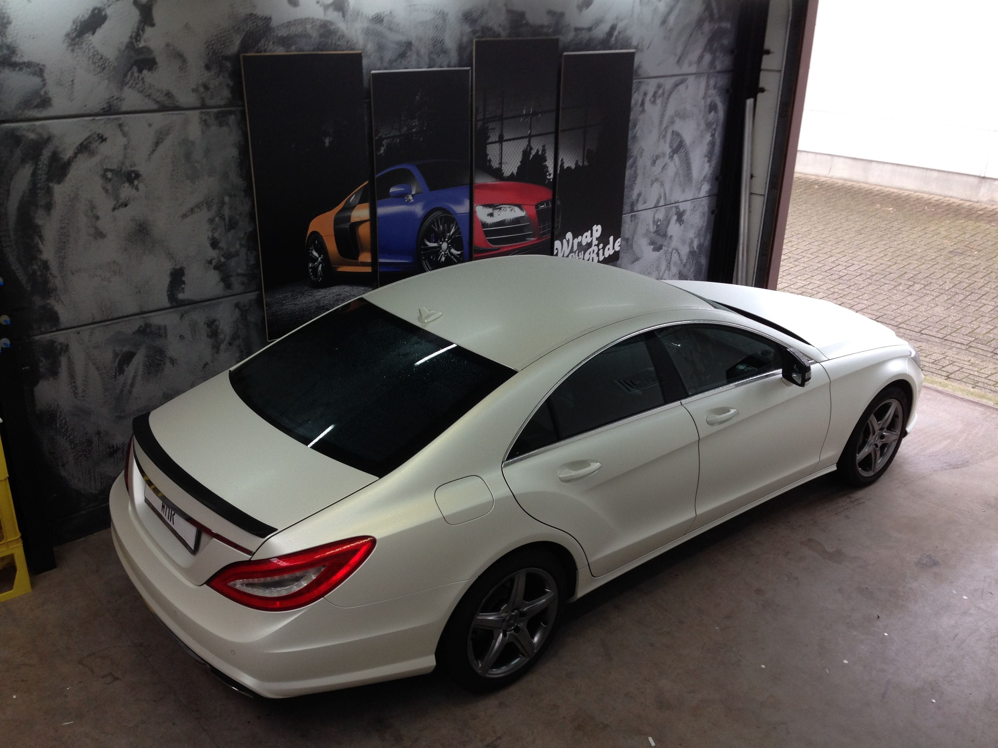 Mercedes CLS met White Satin Pearl Wrap, Carwrapping door Wrapmyride.nu Foto-nr:6218, ©2020