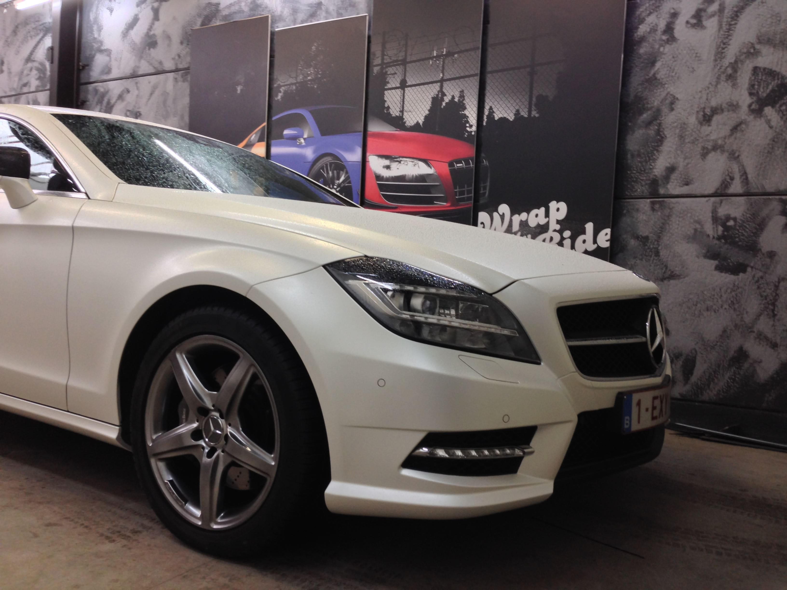 Mercedes CLS met White Satin Pearl Wrap, Carwrapping door Wrapmyride.nu Foto-nr:6221, ©2020